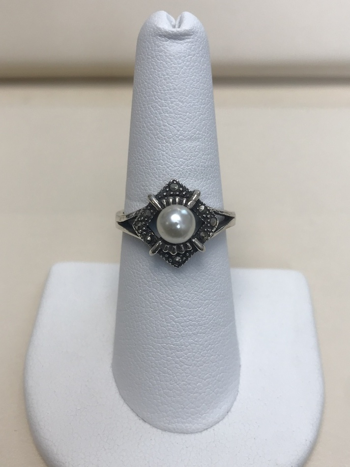 WHITE PEARL RING ON STERLING SILVER .925 SIZE 8