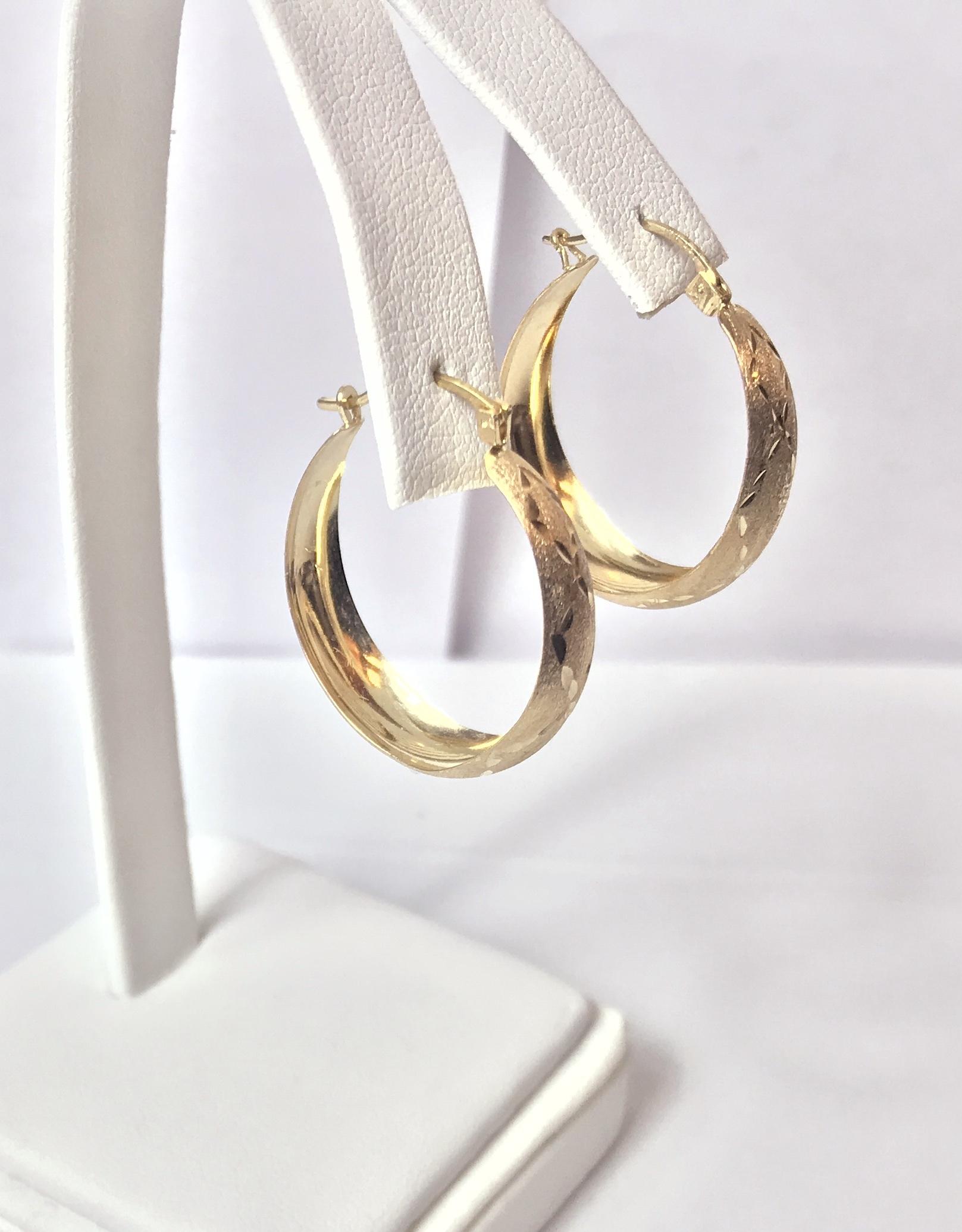 10K Yellow Textured Gold Hoop Earring 1.90g
