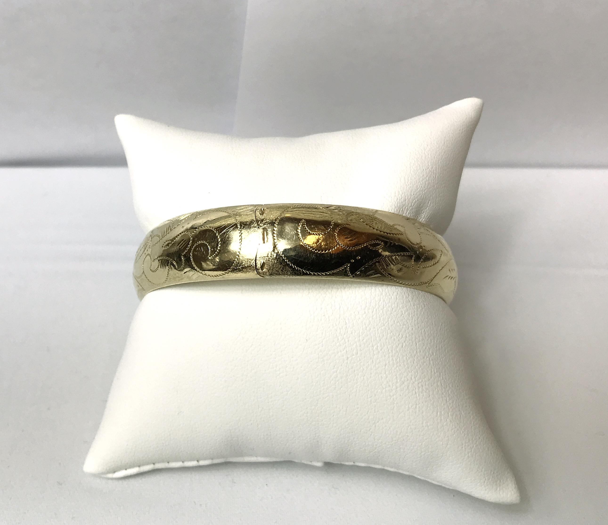 14K Yellow Gold Bangle bracelet 20.70 grams