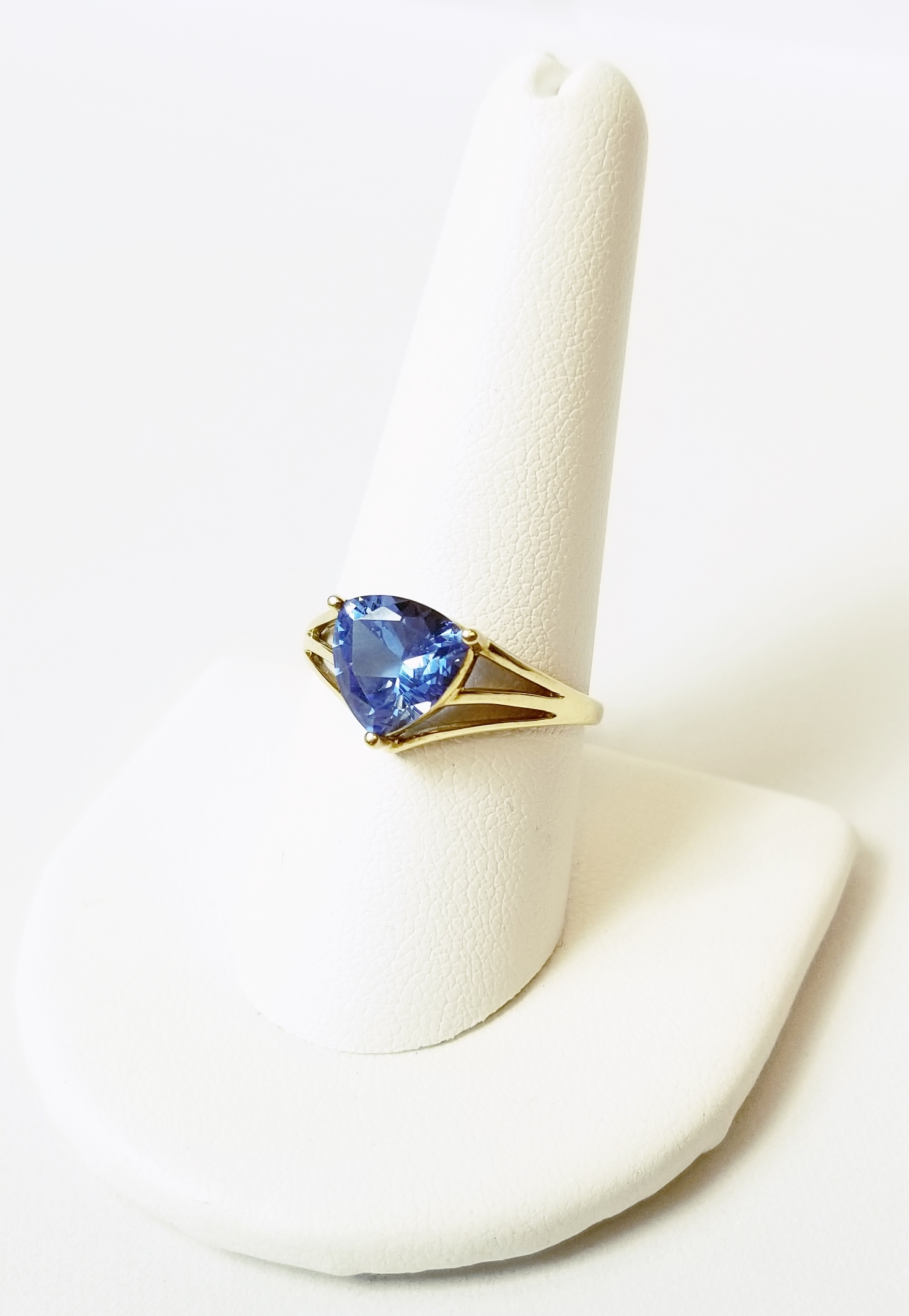 14K Yellow Gold 2.9g Cocktail Ring withBlue Stone