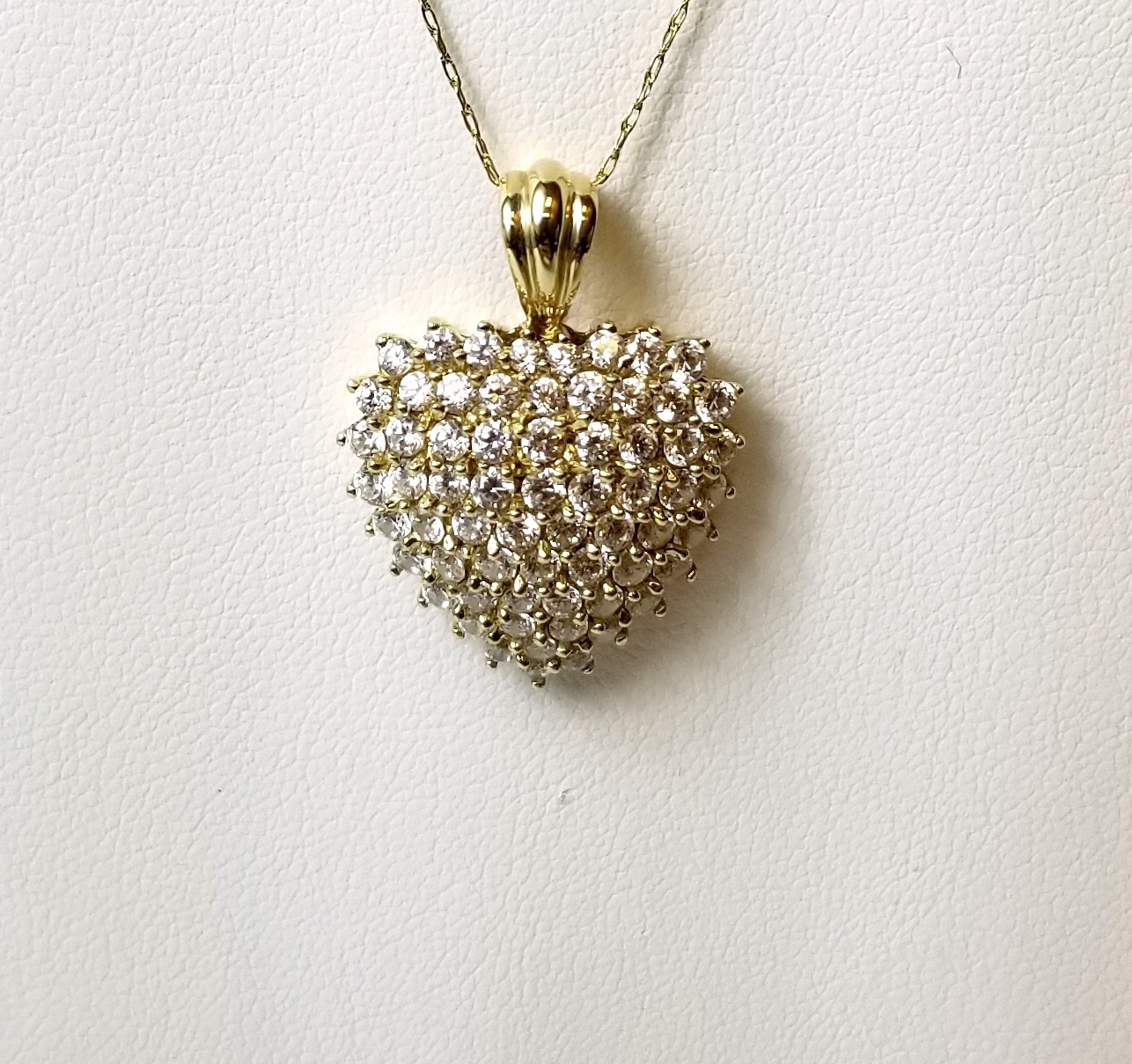 14K Yellow Gold 4.70g Heart Pendant with Clear Stones