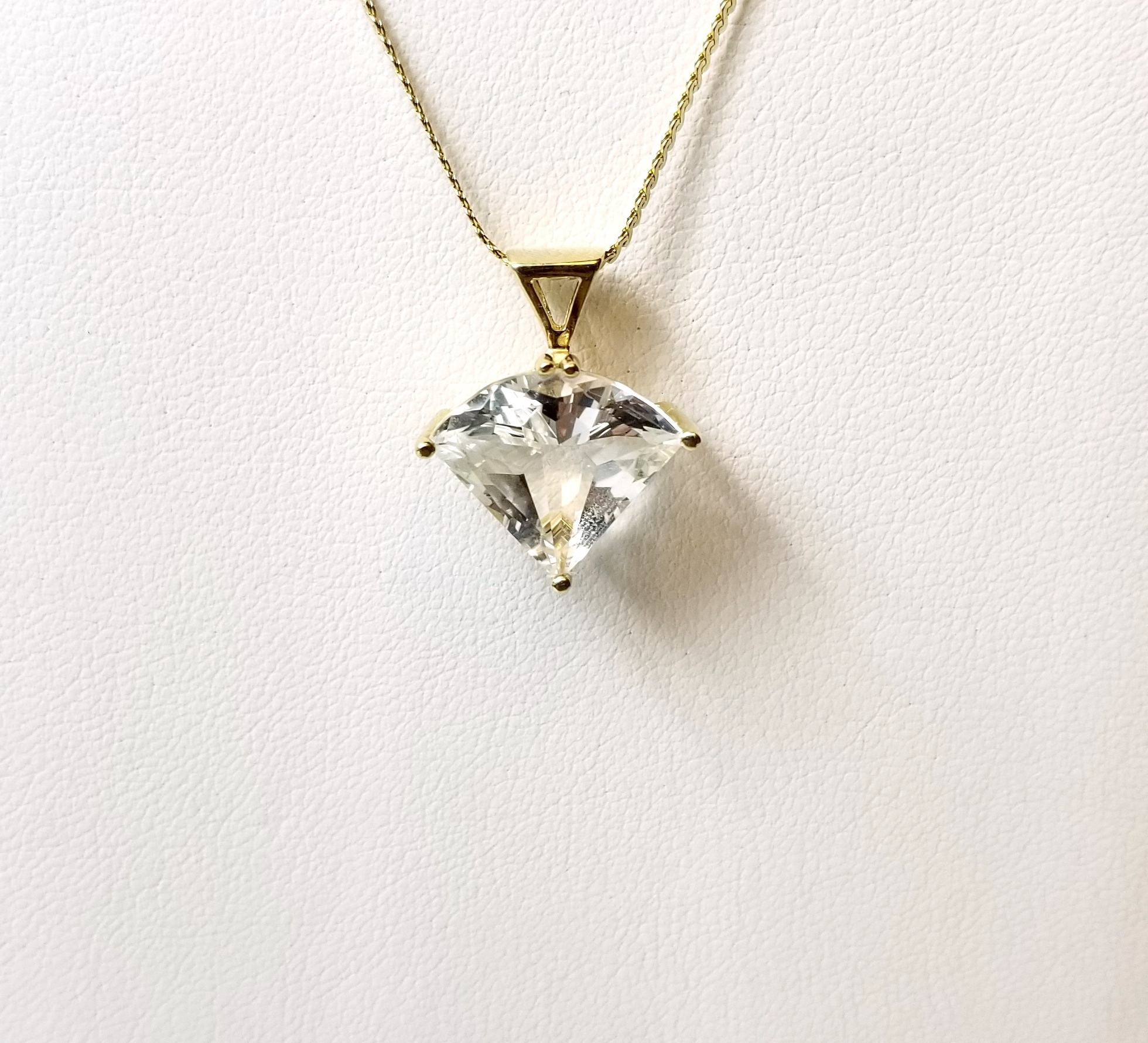 14K Yellow Gold 3.10g with Clear Stone Pendant