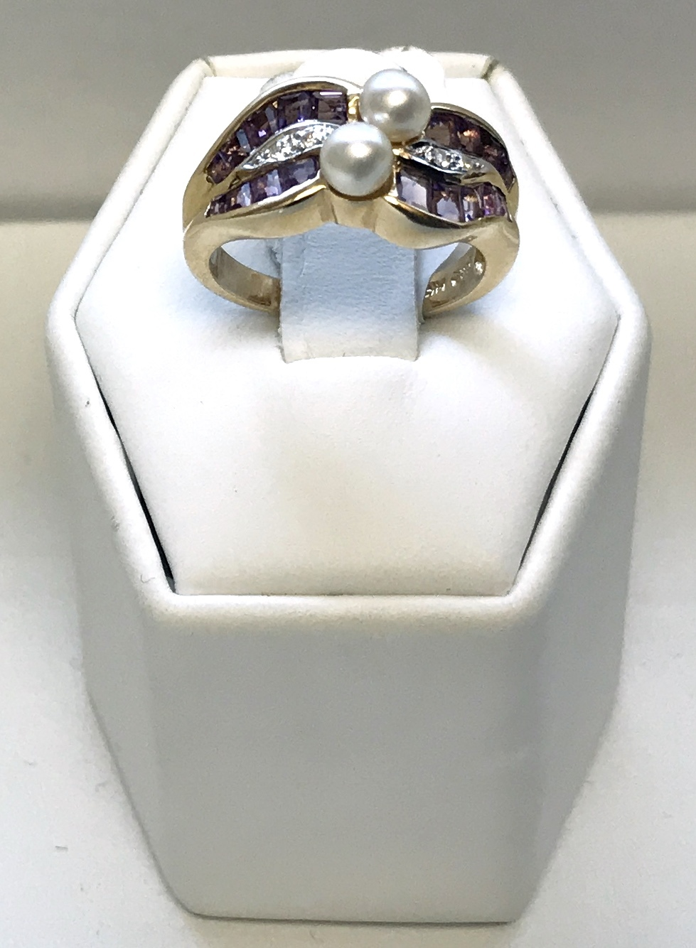 14K Yellow Gold 5g Ring with Diamonds, Purple stones and Pearls