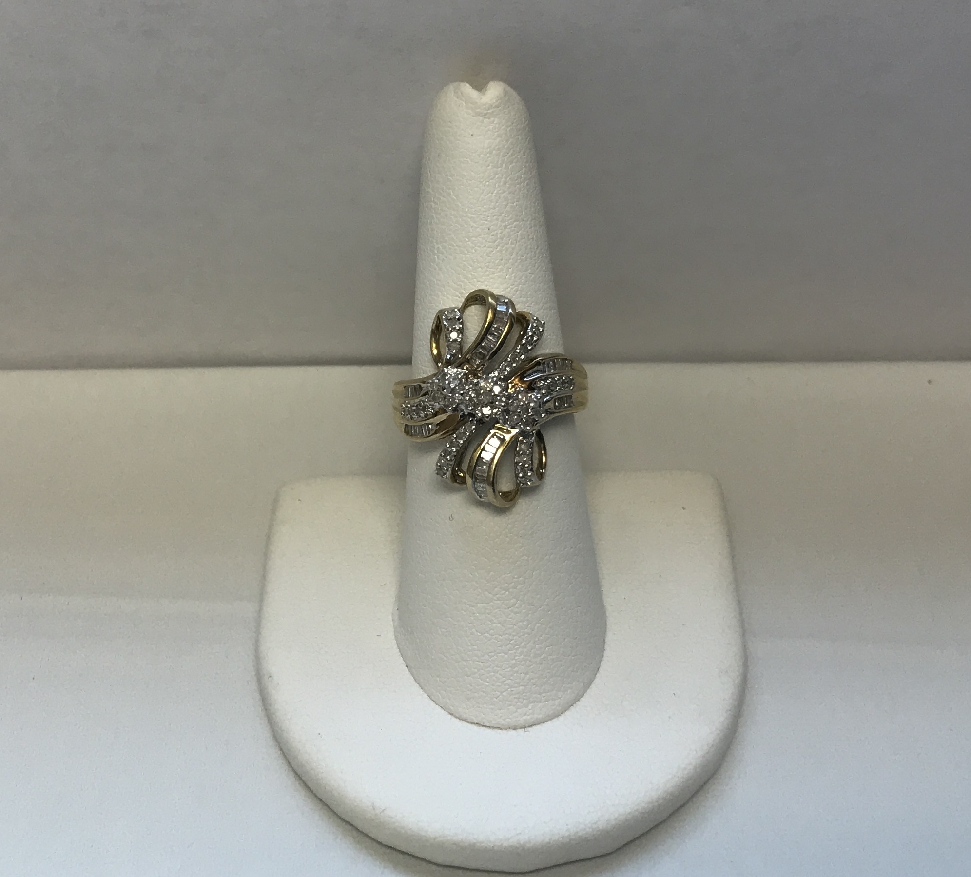 10K Yellow Gold 4.7g Ring with Diamonds