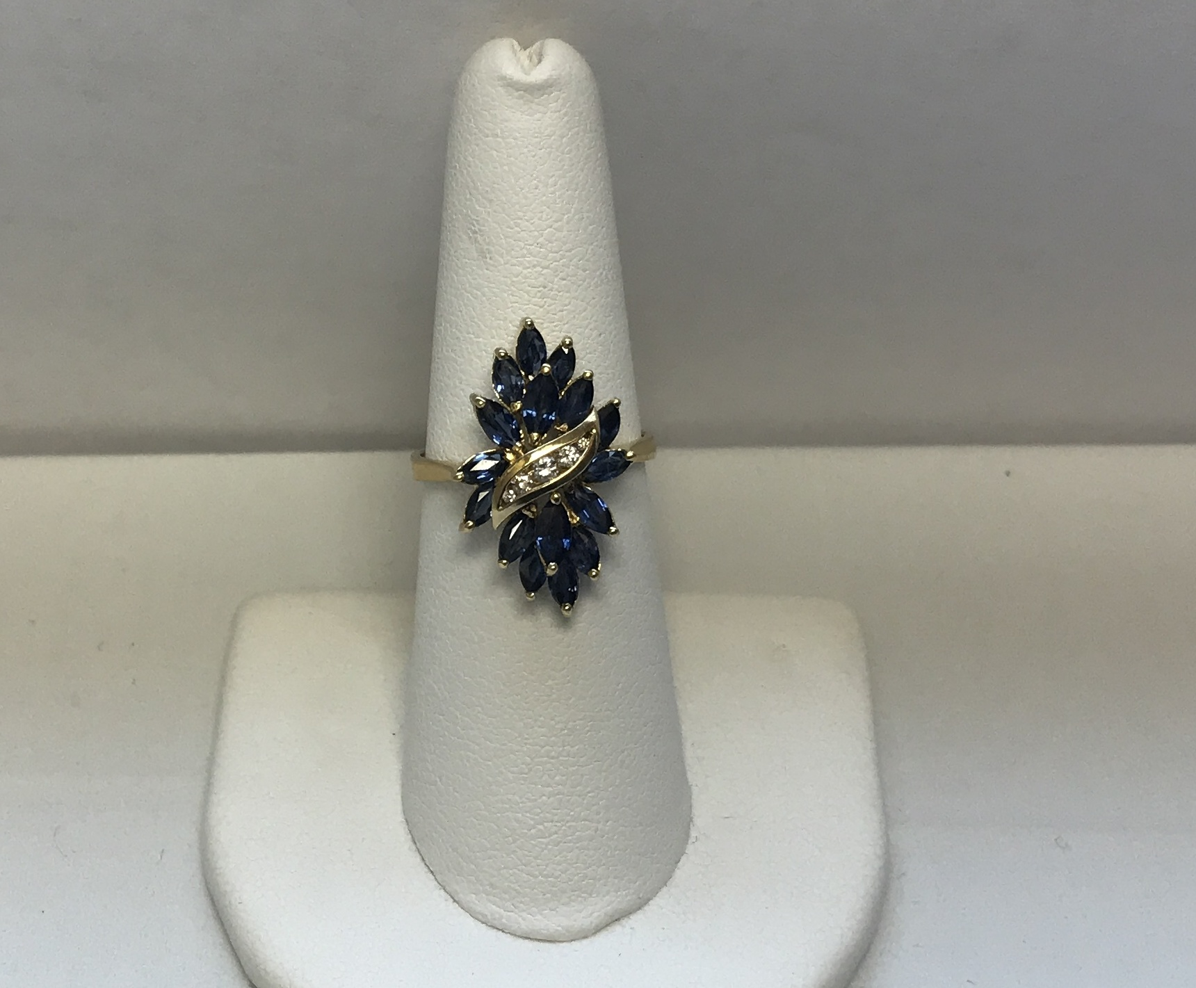 Sapphire & Diamond Ring 18K Yellow Gold 4.8g