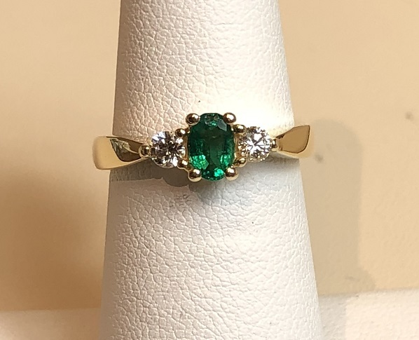 Emerald Ring with Diamonds 14K Yellow Gold 3.8g