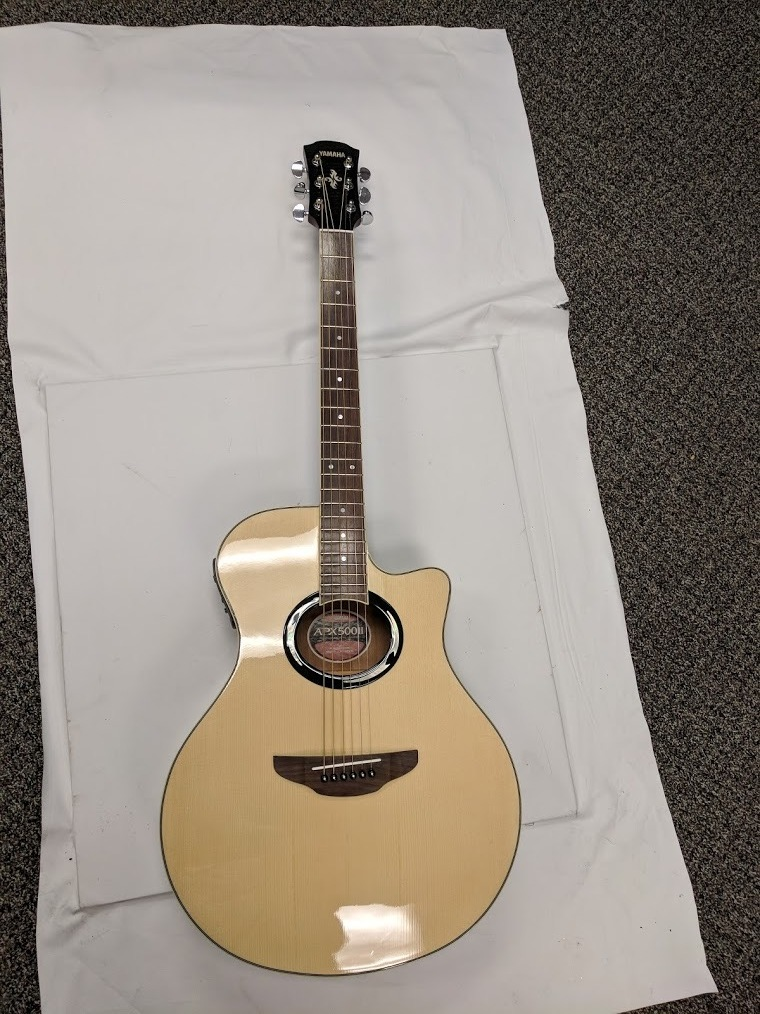 Yamaha APX 500ii Thinline Acoustic/Electric Guitar with Road Runner bag