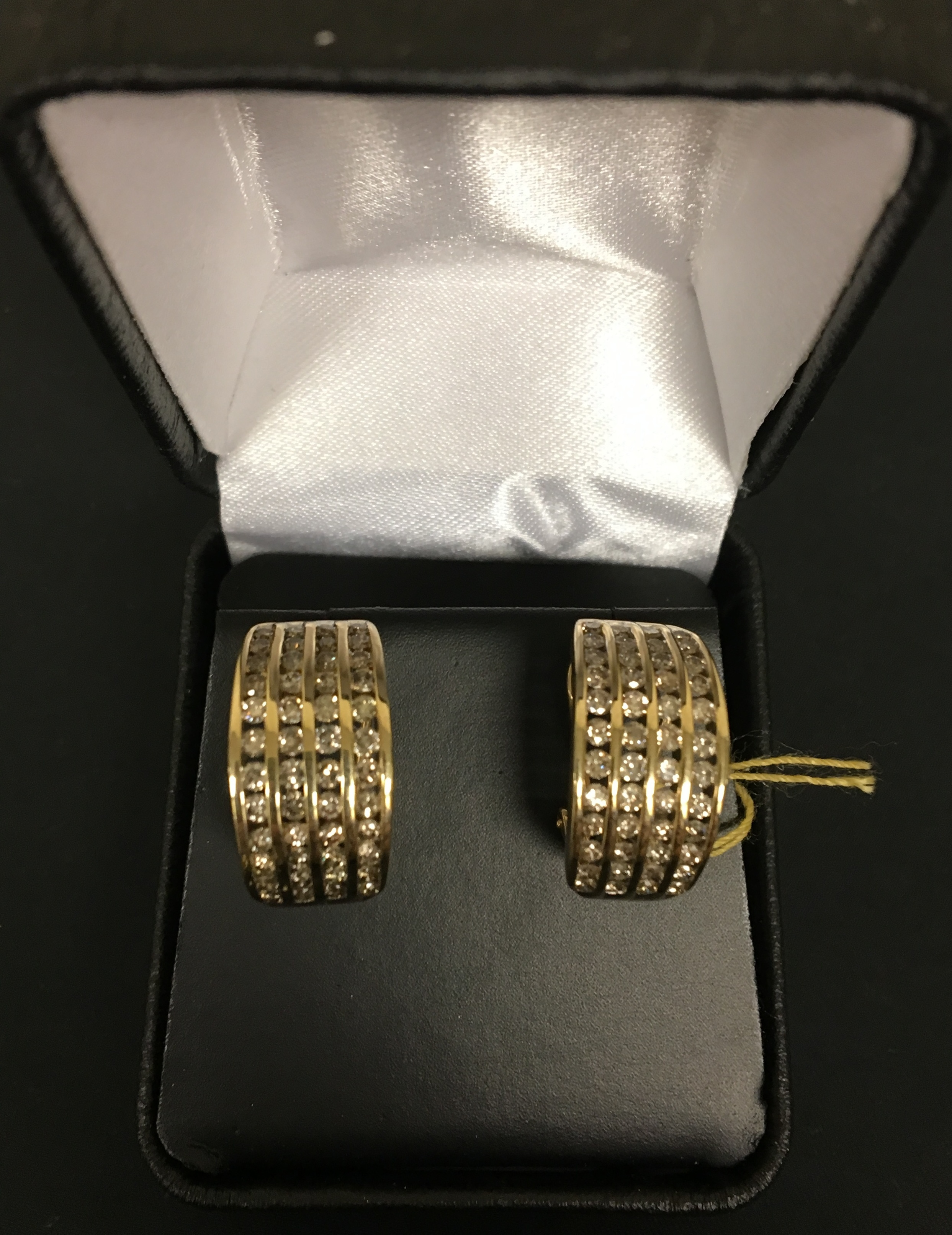 10KT YELLOW GOLD EARRINGS. FOUR ROWS OF DIAMONDS DWT 4.82