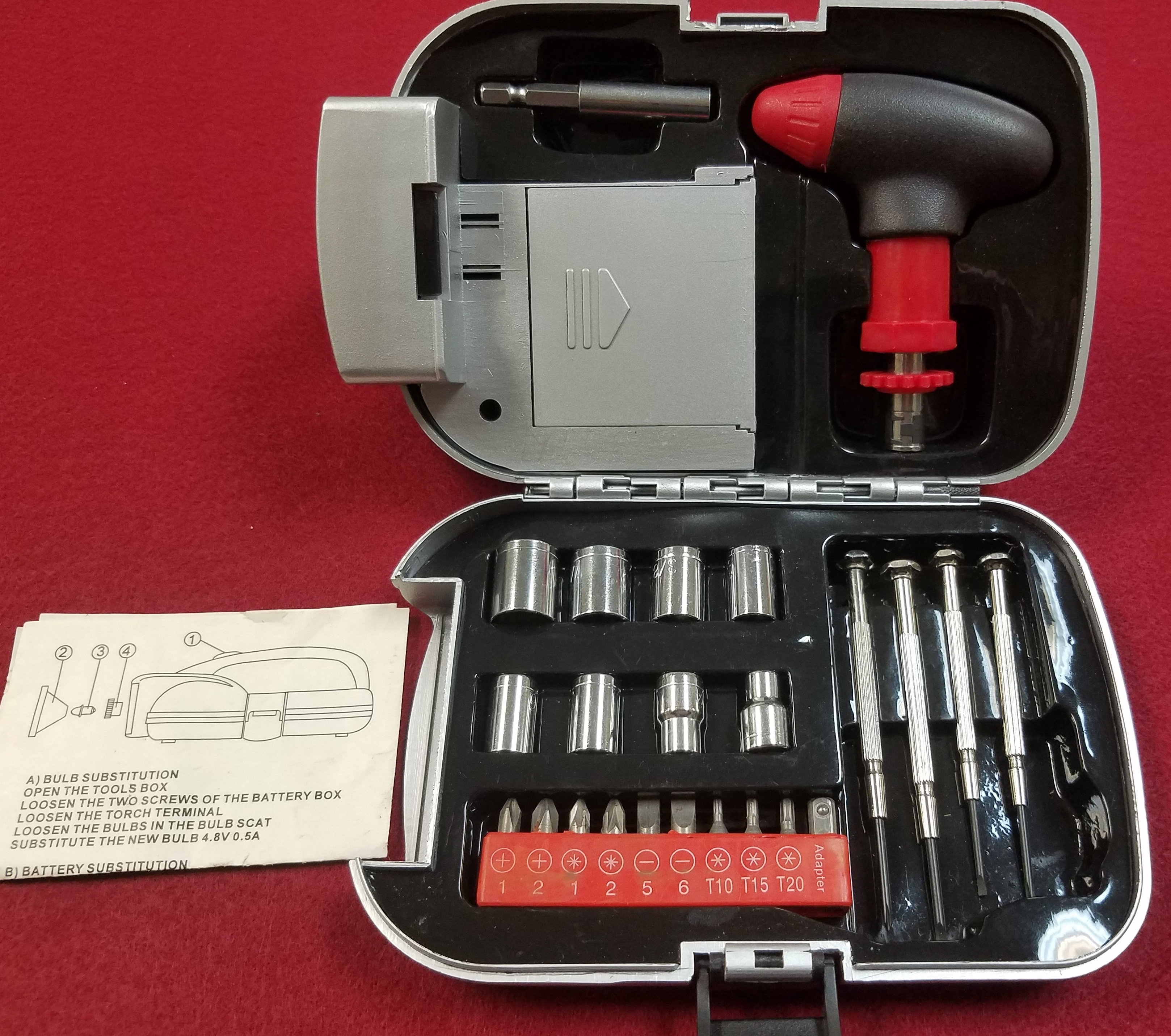 TOOLS: AMERICAN BUILDER - FLASHLIGHT AND SOCKET TOOL SET W/ CASE