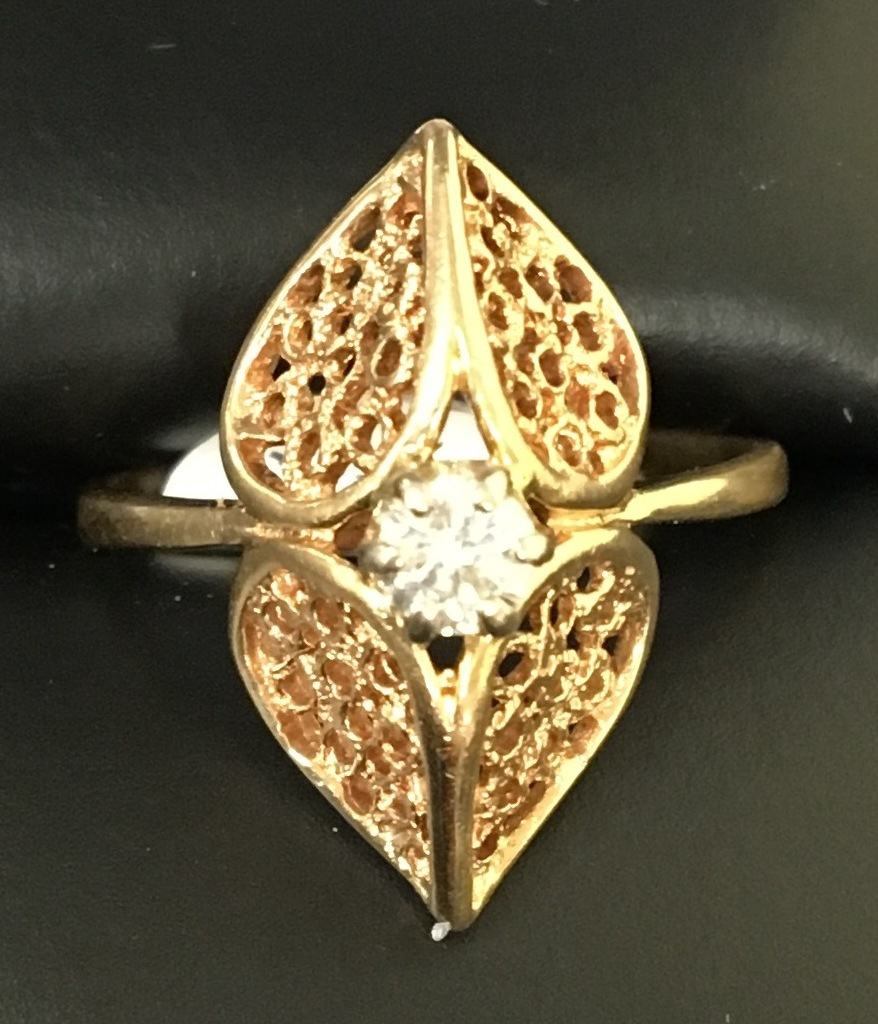 14KT YELLOW GOLD 1/20 DIAMOND RING. SIZE 6.5 DWT 2.67