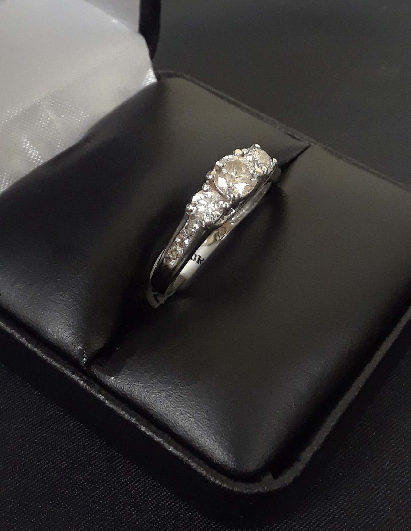 SIZE 7.5 10KT WHITE GOLD DIAMOND RING