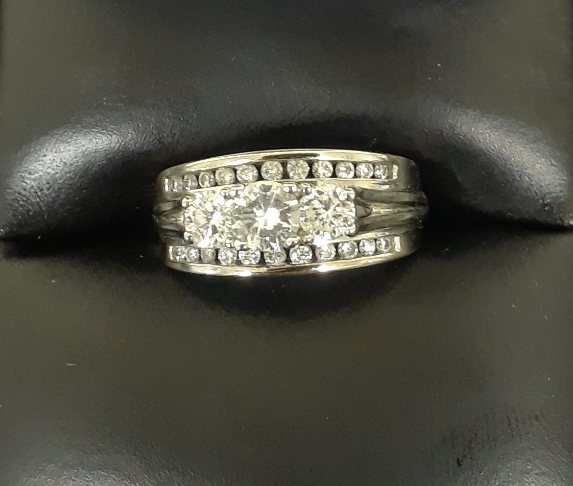 SIZE 5 14KT WHITE GOLD DIAMOND RING