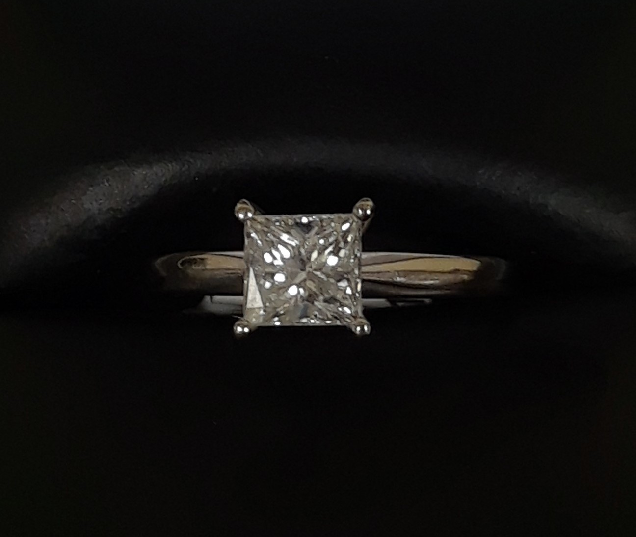 SIZE 8 14KT WHITE GOLD PRINCESS CUT DIAMOND RING