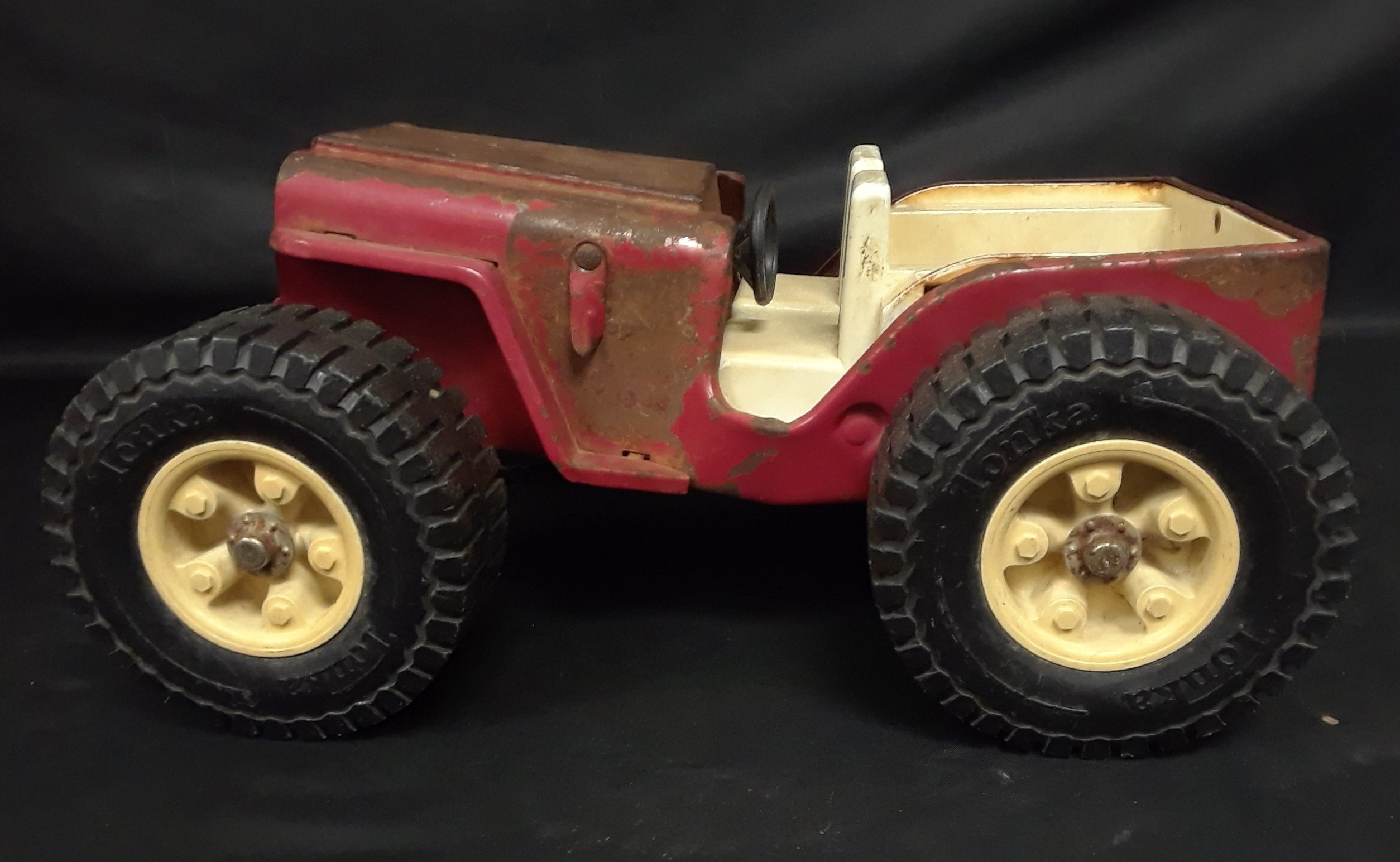 COLLECTIBLE TOY JEEP
