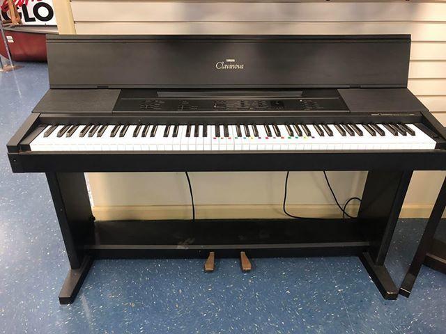 KEYBOARD: YAMAHA CLAVINOVA CVP-6 PIANO W/ STAND