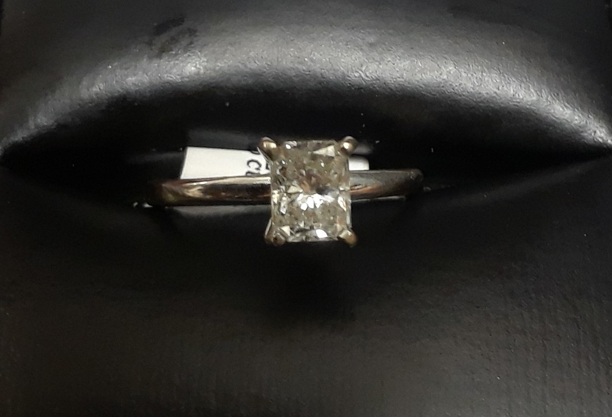 SIZE 5.5 14 KT WHITE GOLD SOLITAIRE EMERALD CUT DIAMOND RING