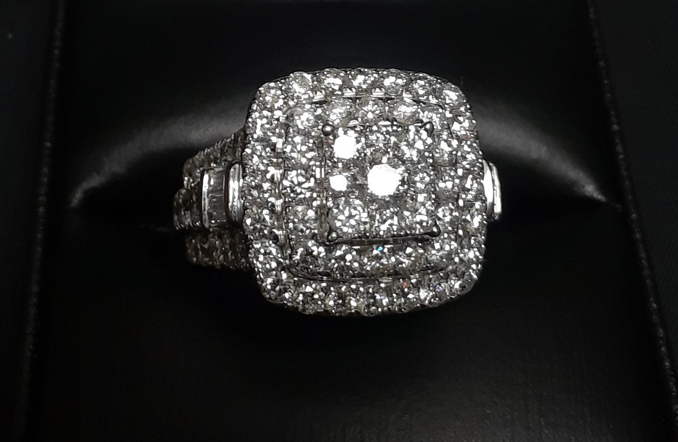 SIZE 7 14KT WHITE GOLD DIAMOND RING