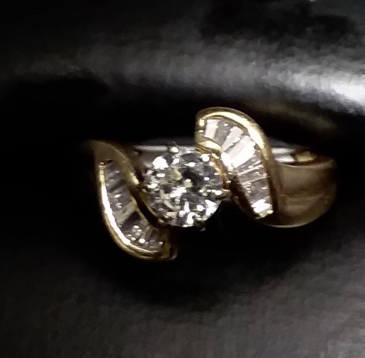 14KT GOLD - YELLOW GOLD - RING - SIZE: 5