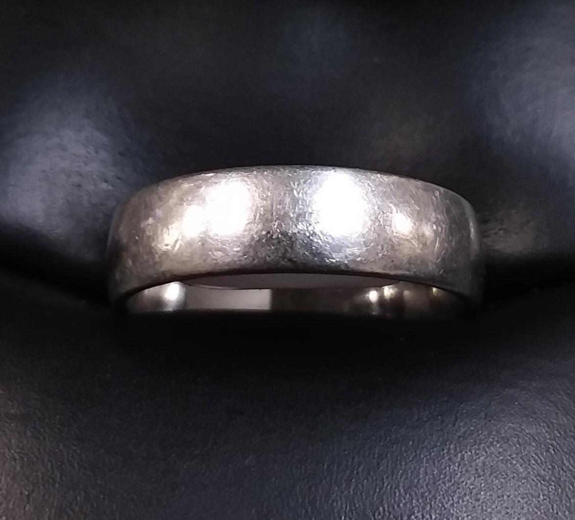 SIZE 7 PLATINUM RING.
