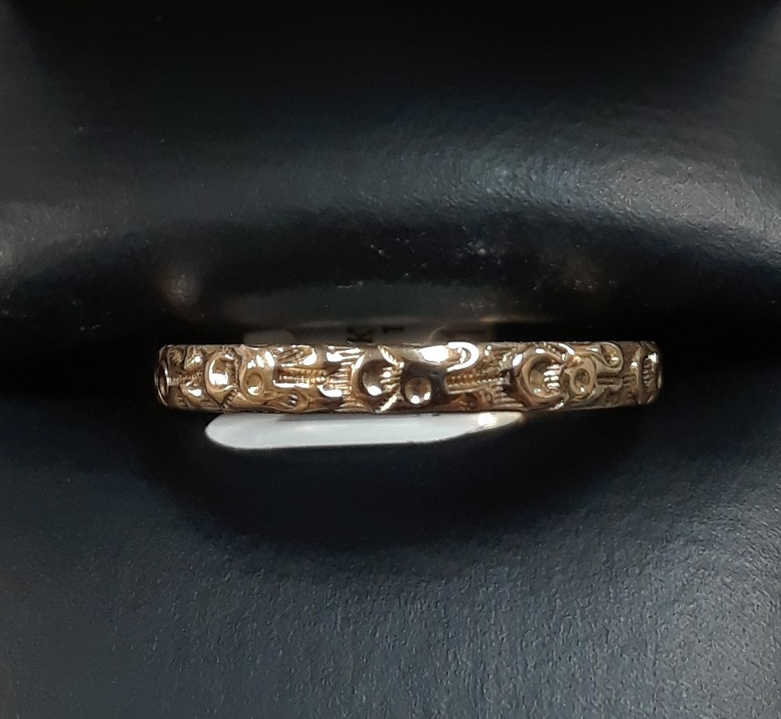 14KT YELLOW GOLD RING.