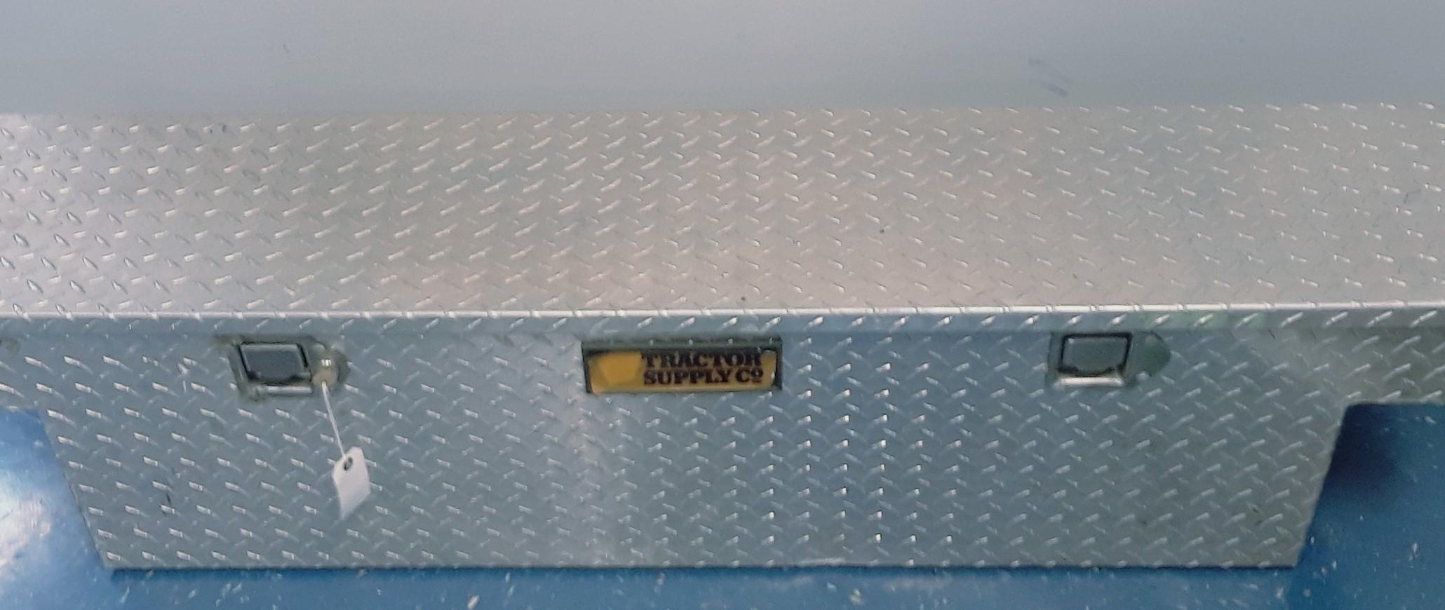 TOOLS: TOOL BOX: MEDIUM SIZE
