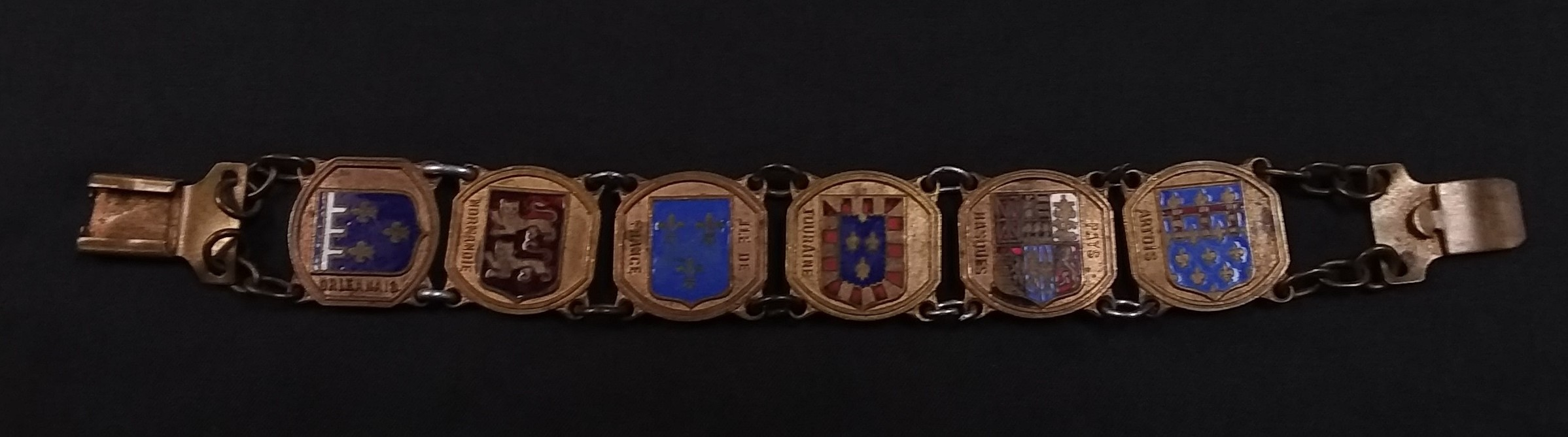 COLLECTIBLE UNIT CREST  BRACELET.