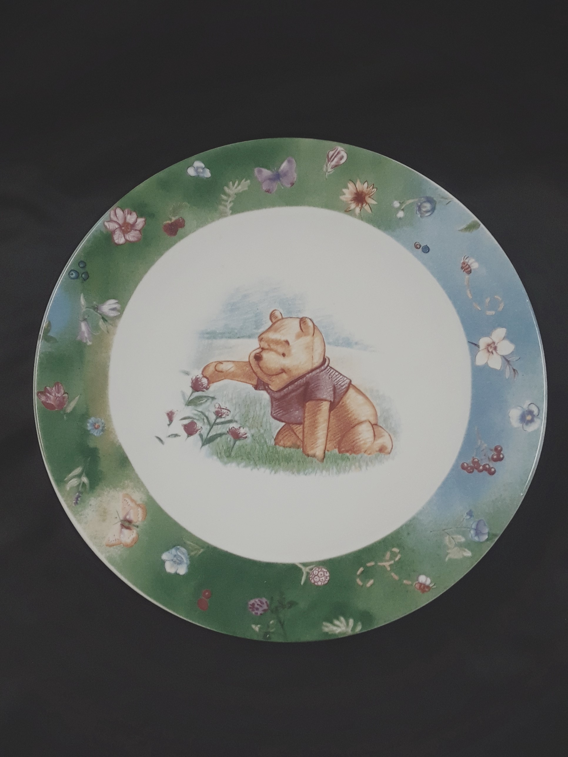 COLLECTIBLE WINNIE THE POOH PLATES