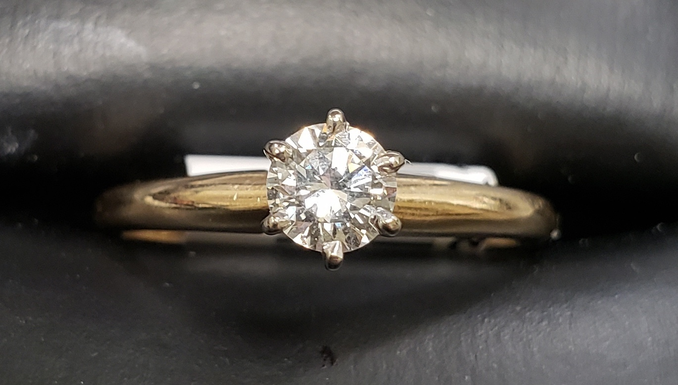 14KT - TWO TONE GOLD - SIZE 6 - APPROXIMATELY 1/3 ROUND SOLITAIRE DIAMOND RING