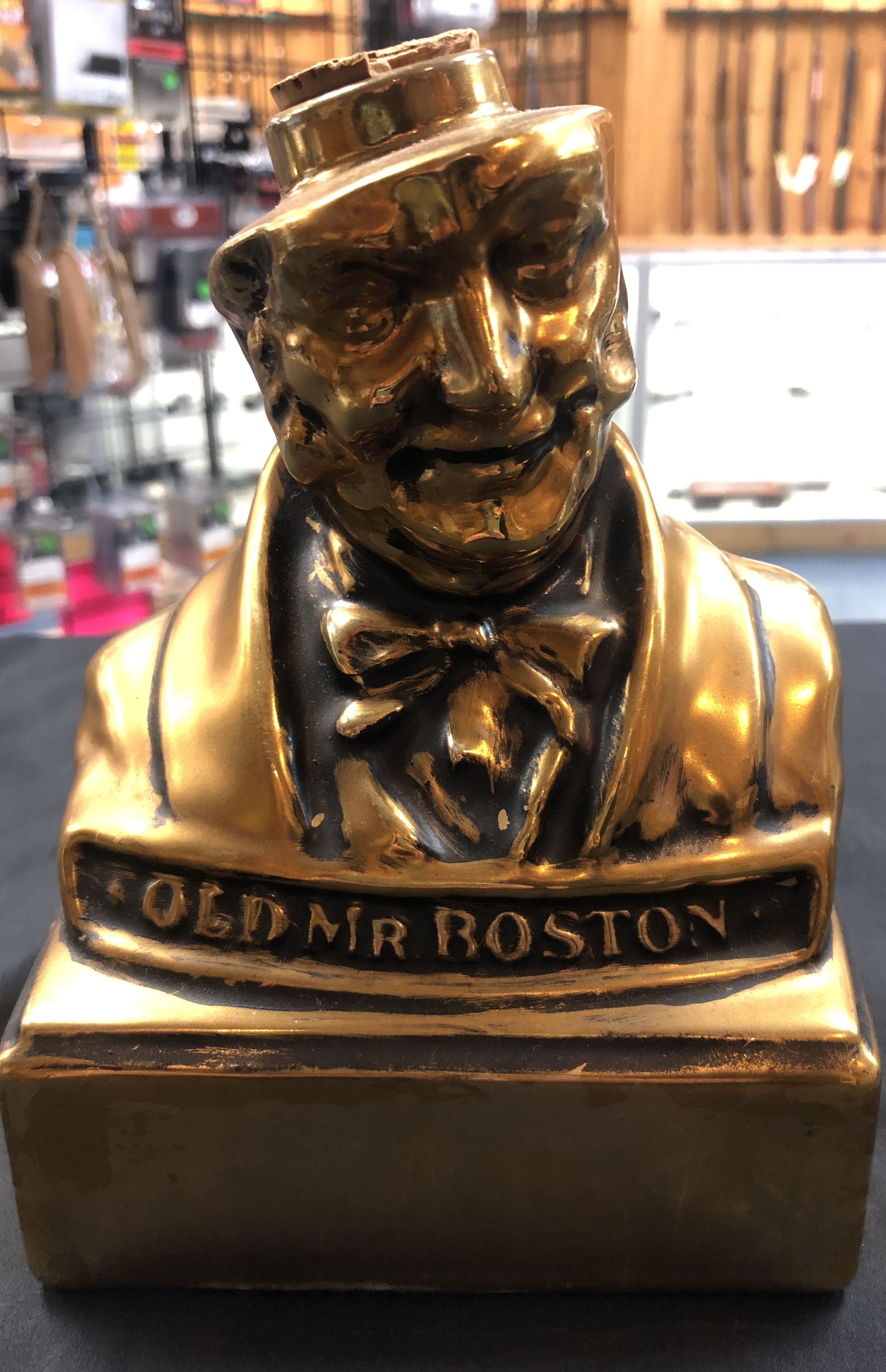 COLLECTIBLES: OLD MR. BOSTON LIQUOR BOTTLE NO 5 1970 ROYAL HALBURTON