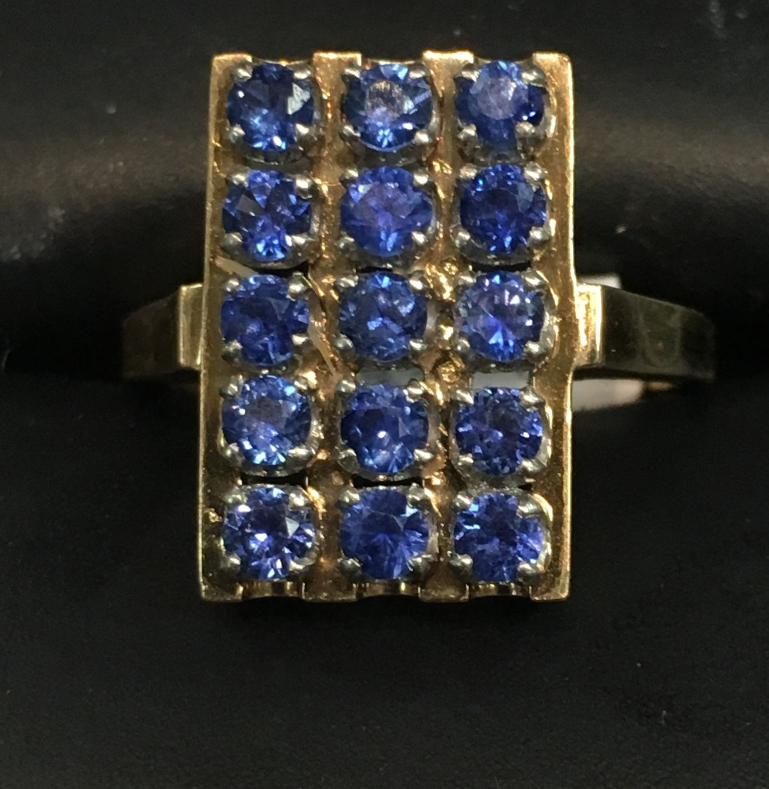 14KT YELLOW GOLD RECTANGLE SHAPE SETTING WITH TINY BLUE STONES RING