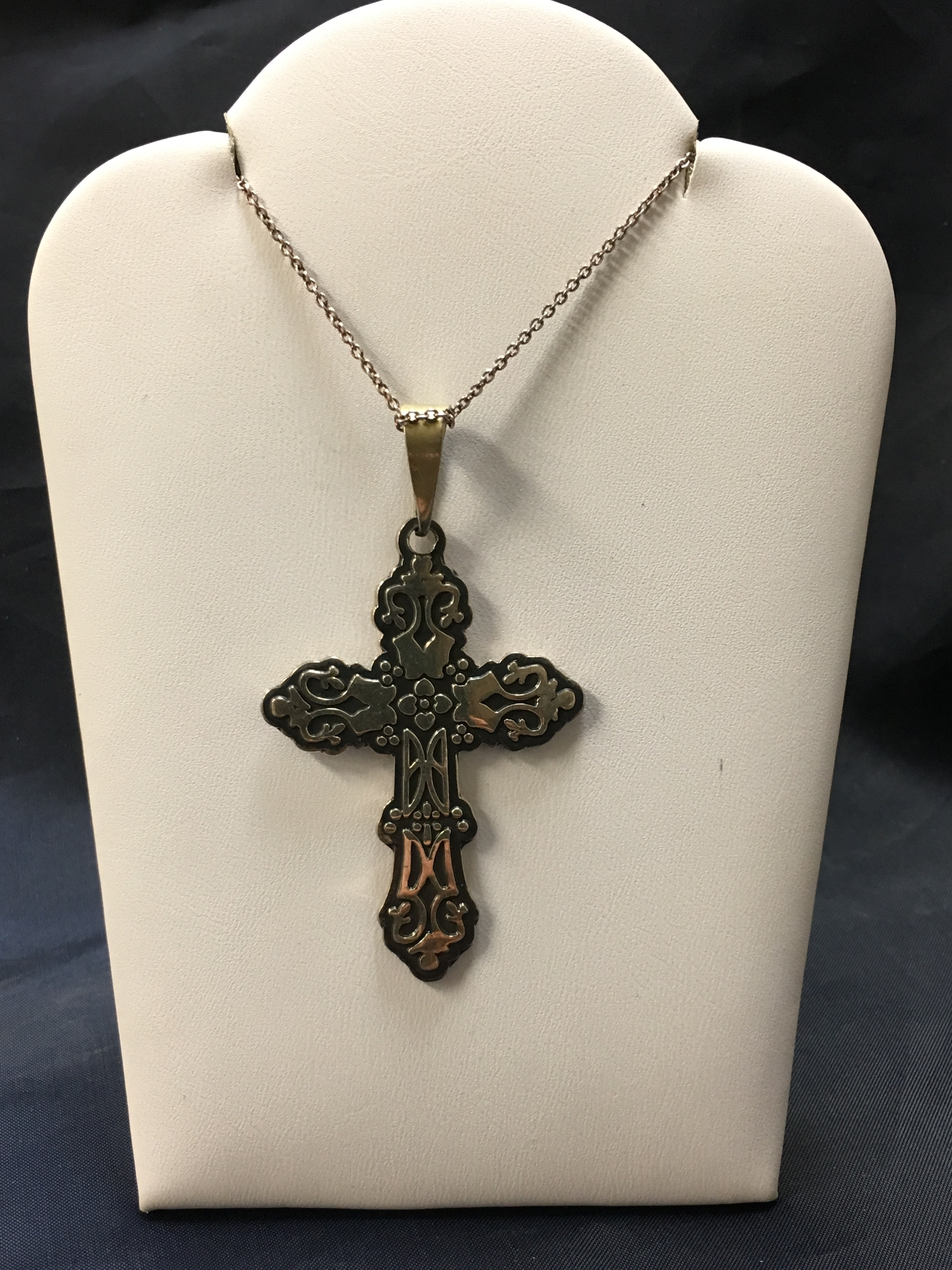 .925 SILVER NECKLACE WITH A LARGE CROSS