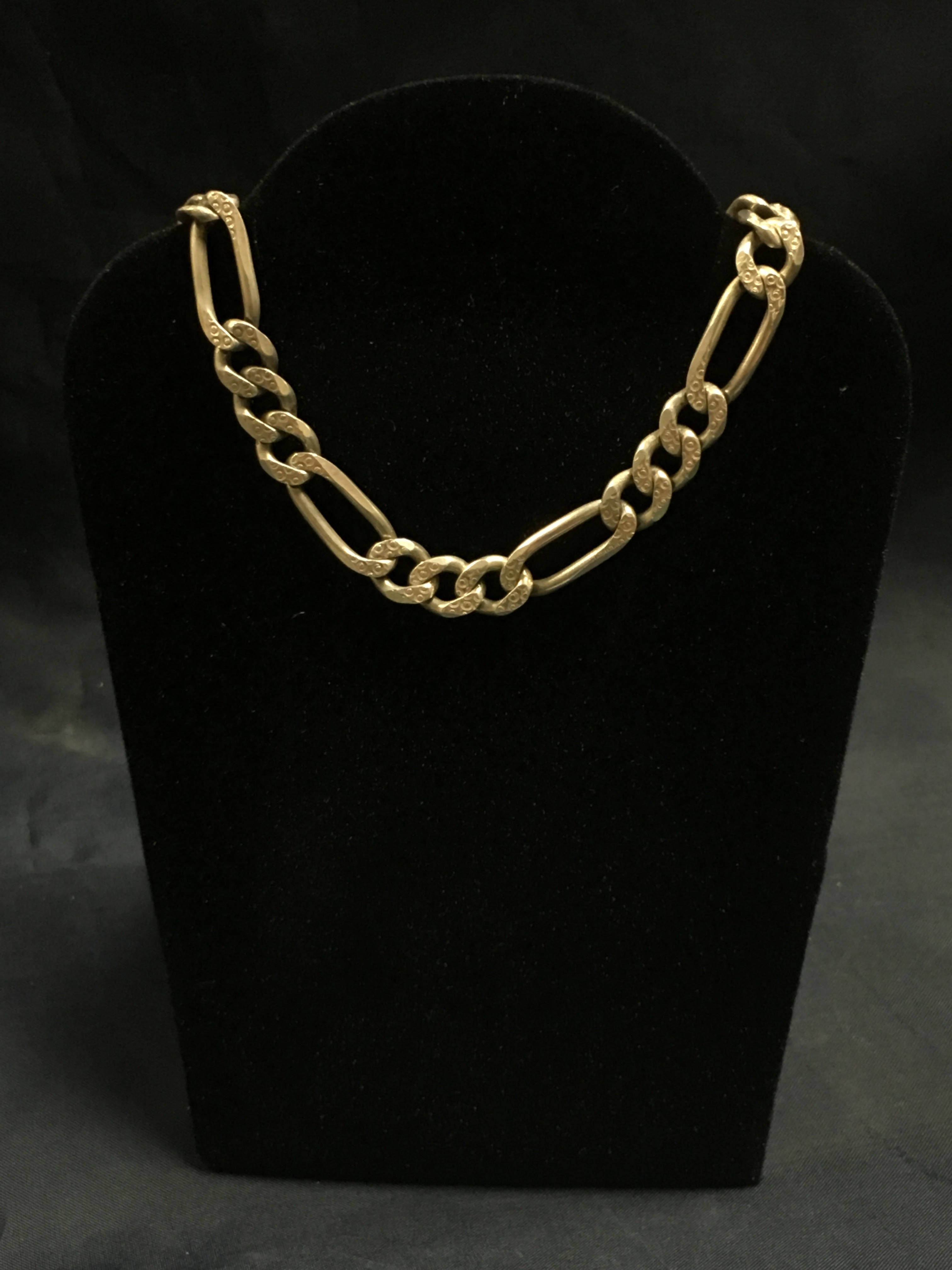 .925 SILVER FIGARO LINK CHAIN. LENGTH: 22