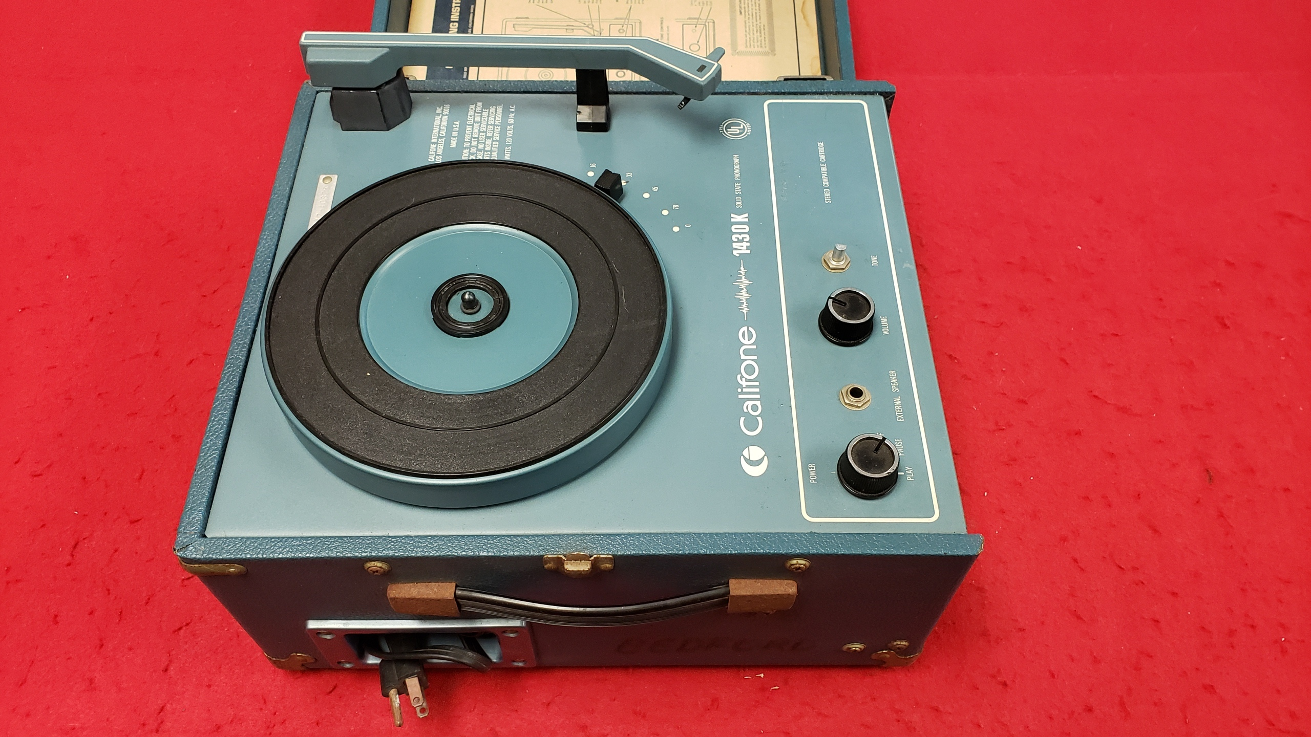 MUSIC & MOVIES -  RECORD PLAYER - CALIFONE - 1430K