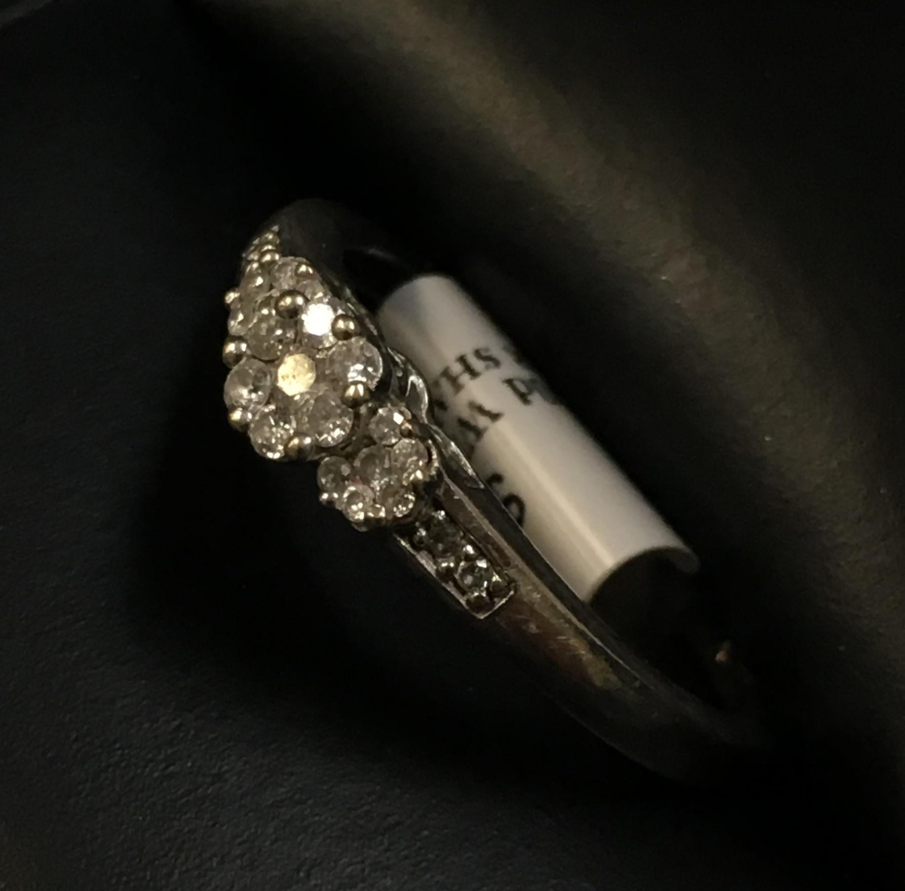 10KT WHITE GOLD FLOWER DESIGN DIAMOND RING. SIZE: 8