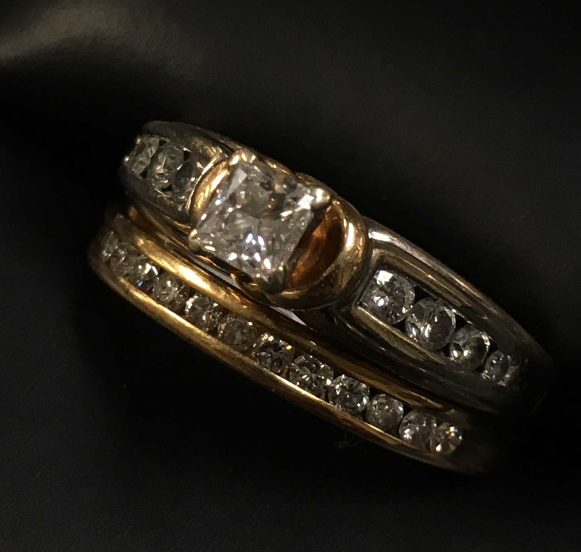 14KT YELLOW GOLD APPROX 1/4 PRINCESS CUT DIAMOND RING. SIZE: 7