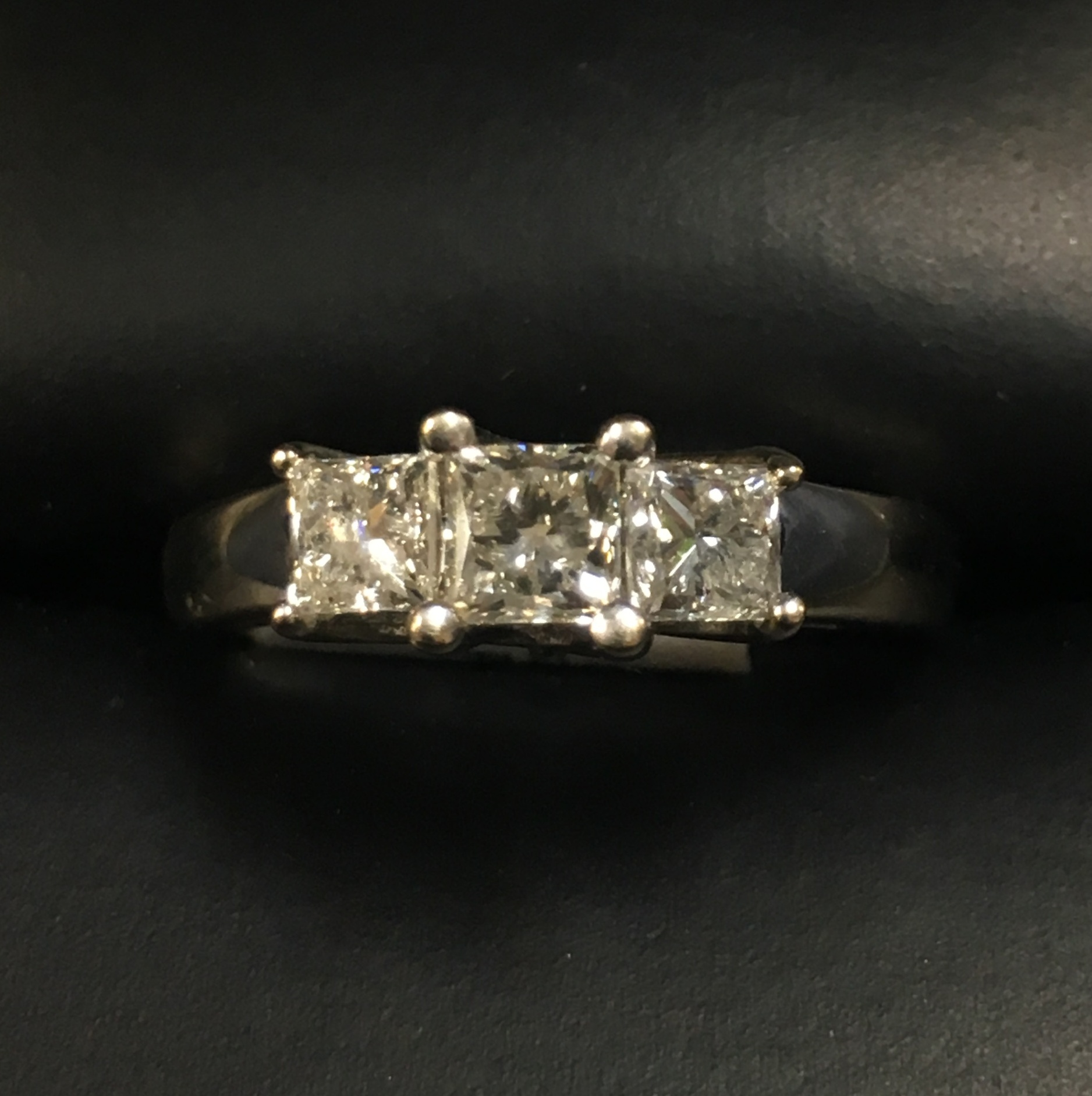 14KT WHITE GOLD PRINCESS CUT DIAMOND RING. SIZE: 6