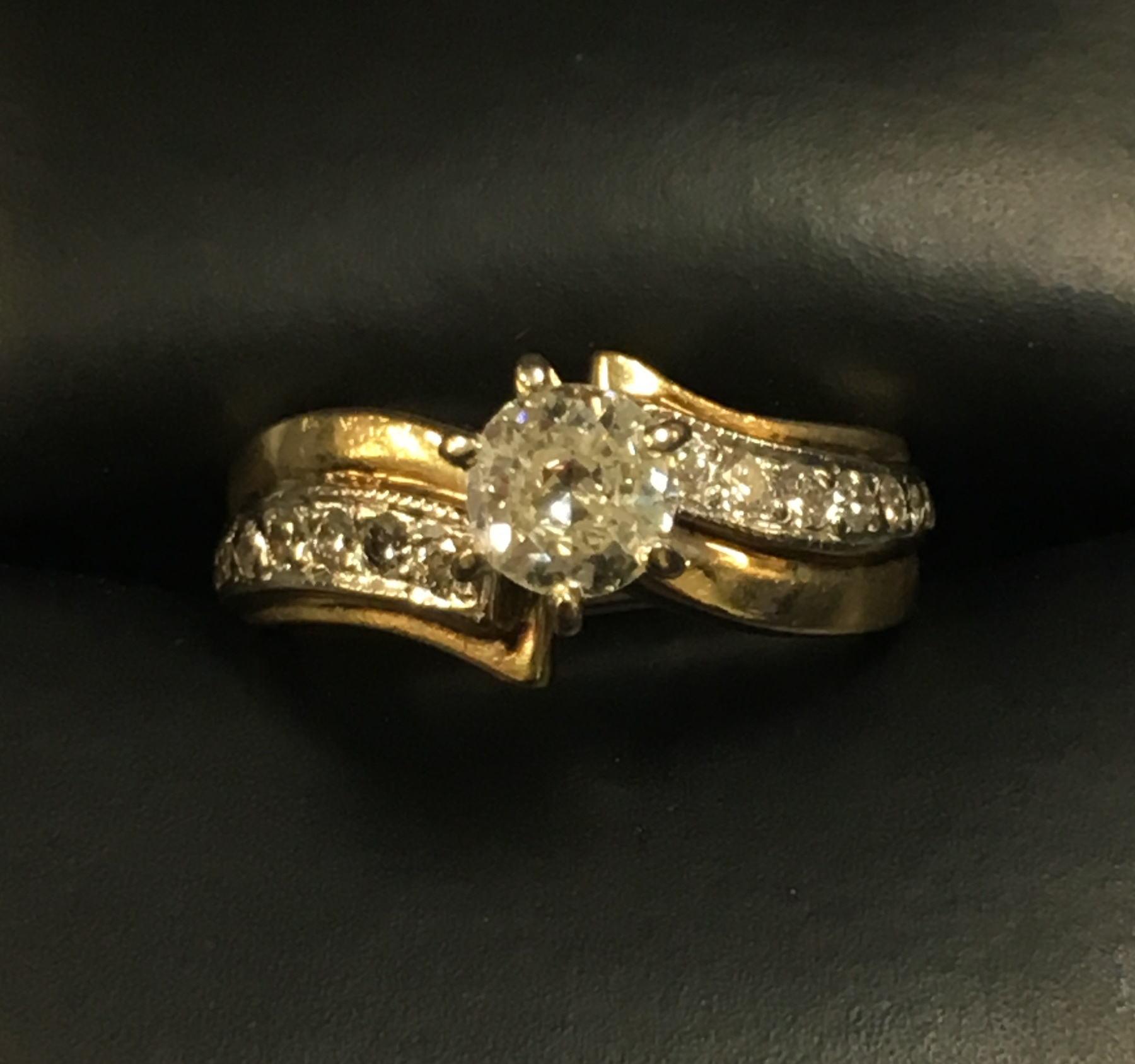 14KT YELLOW GOLD DIMAOND RING. SIZE: 5.5