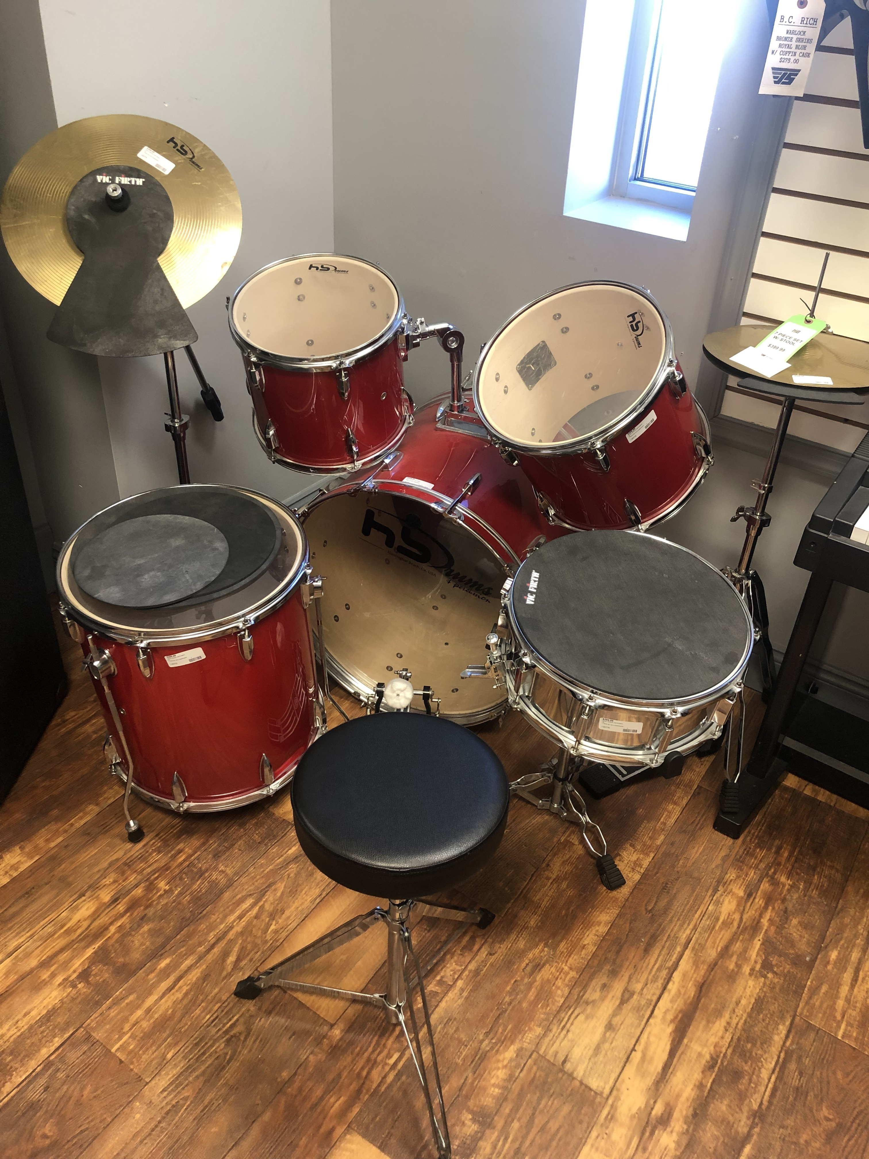MUSICAL INSTRUMENT: HUNTINGTON BEACH 7 PC DRUM SET W/ STOOL