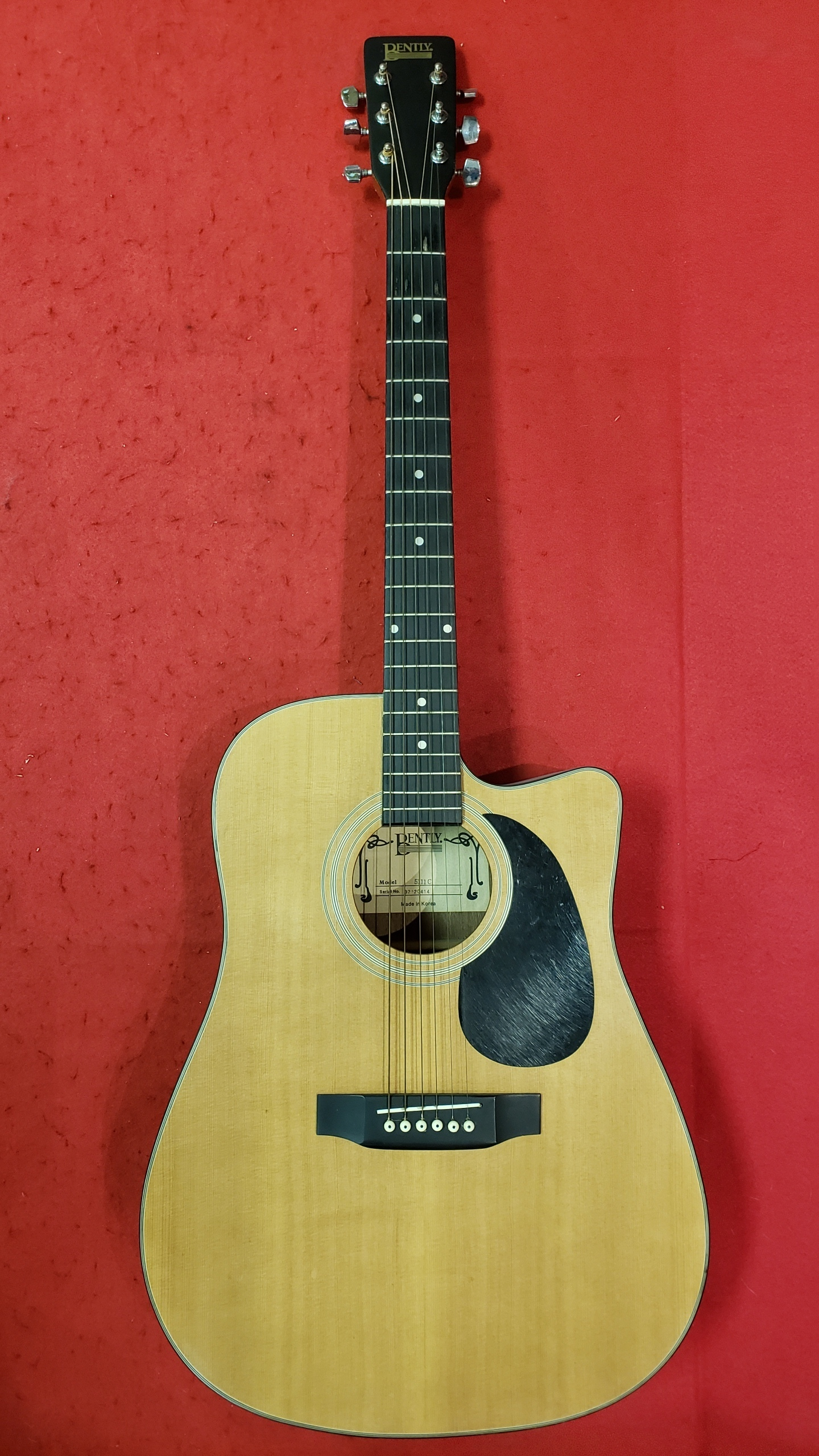 MUSICAL INSTRUMENT - GUITAR - ACOUSTIC - BENTLY - 5111C