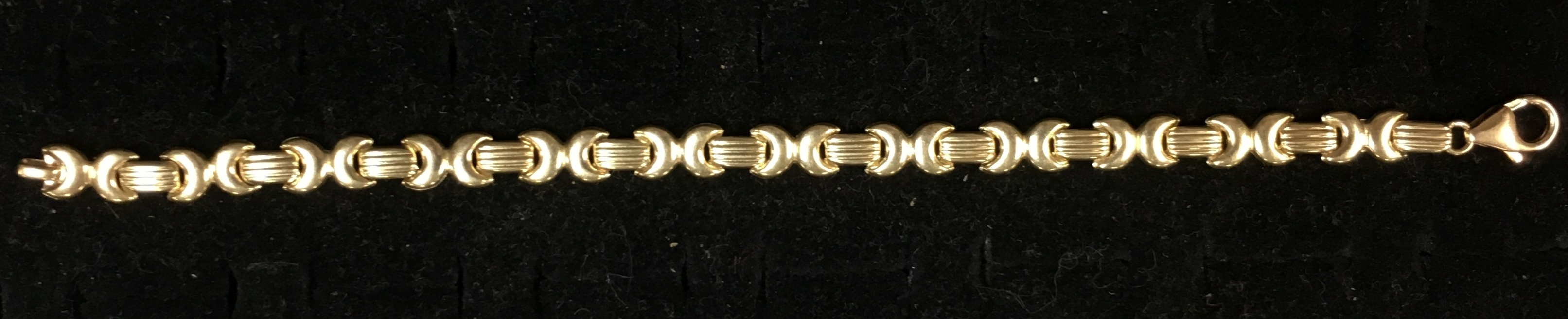 14KT YELLOW GOLD CRESENT MOON FLANKING LINK. LENGTH: 7