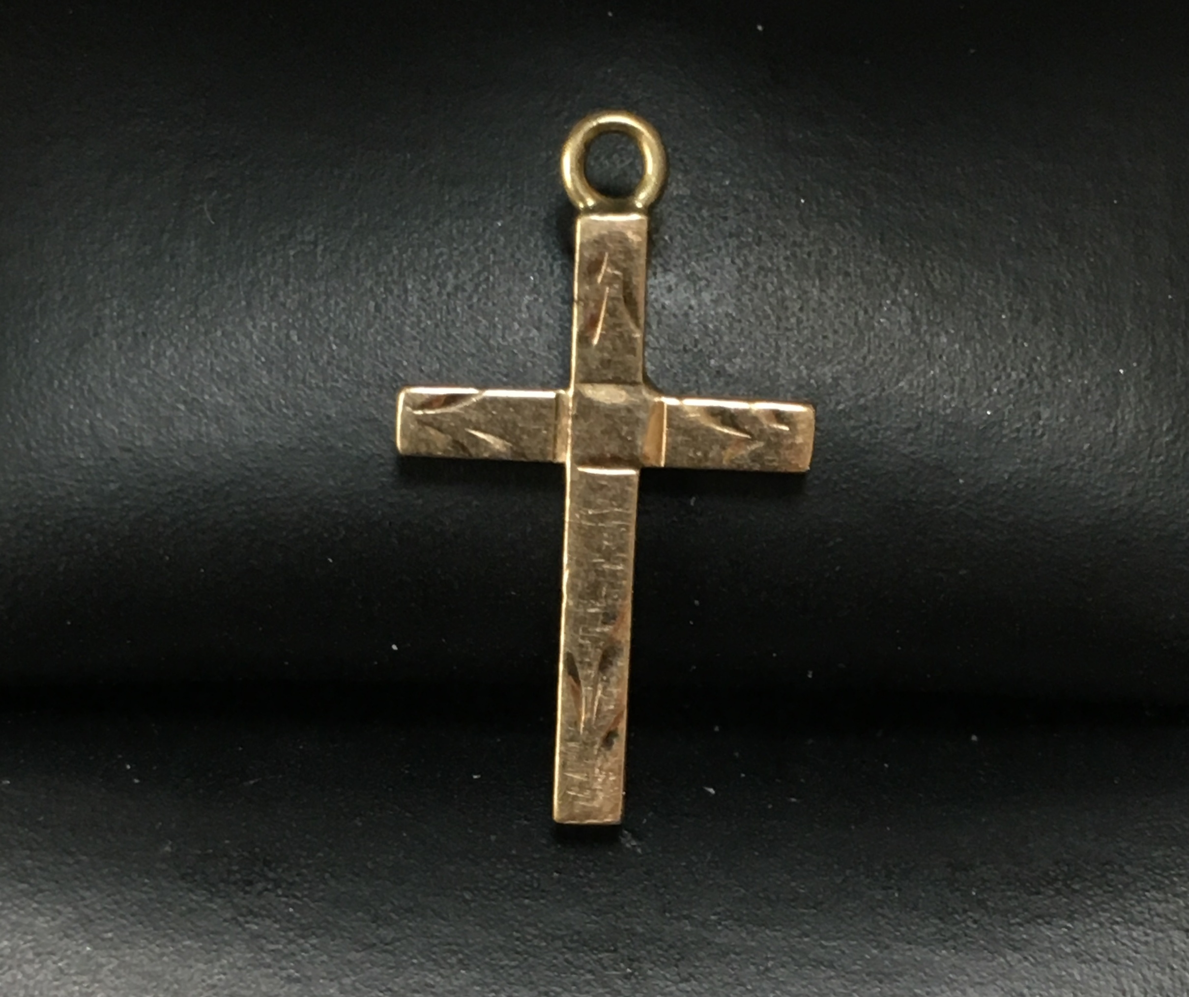 10KT YELLOW GOLD CROSS WITH LEAF LIKE DESIGN