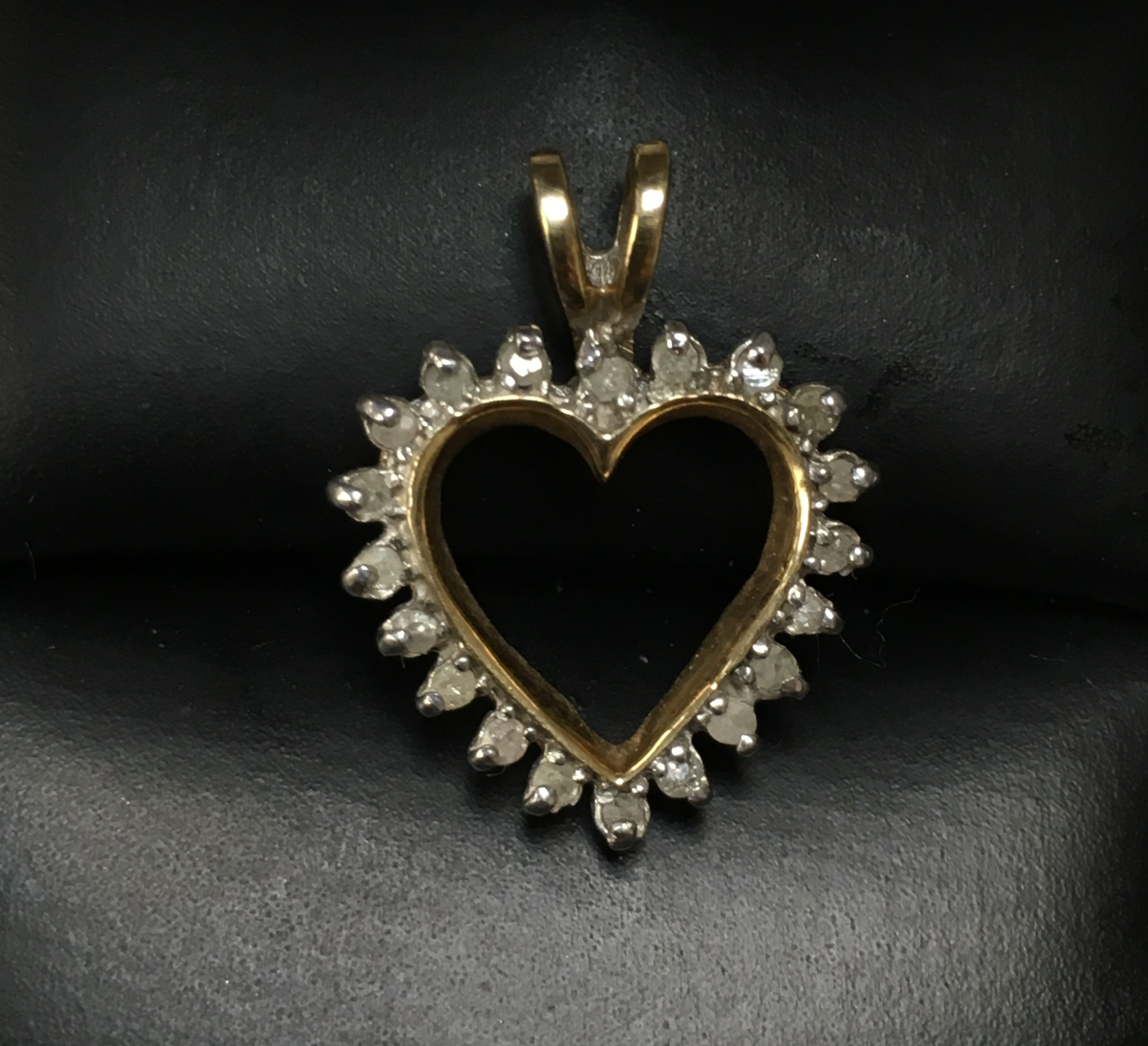 10KT YELLOW GOLD OPEN HEART CHARM WITH CLEAR STONES