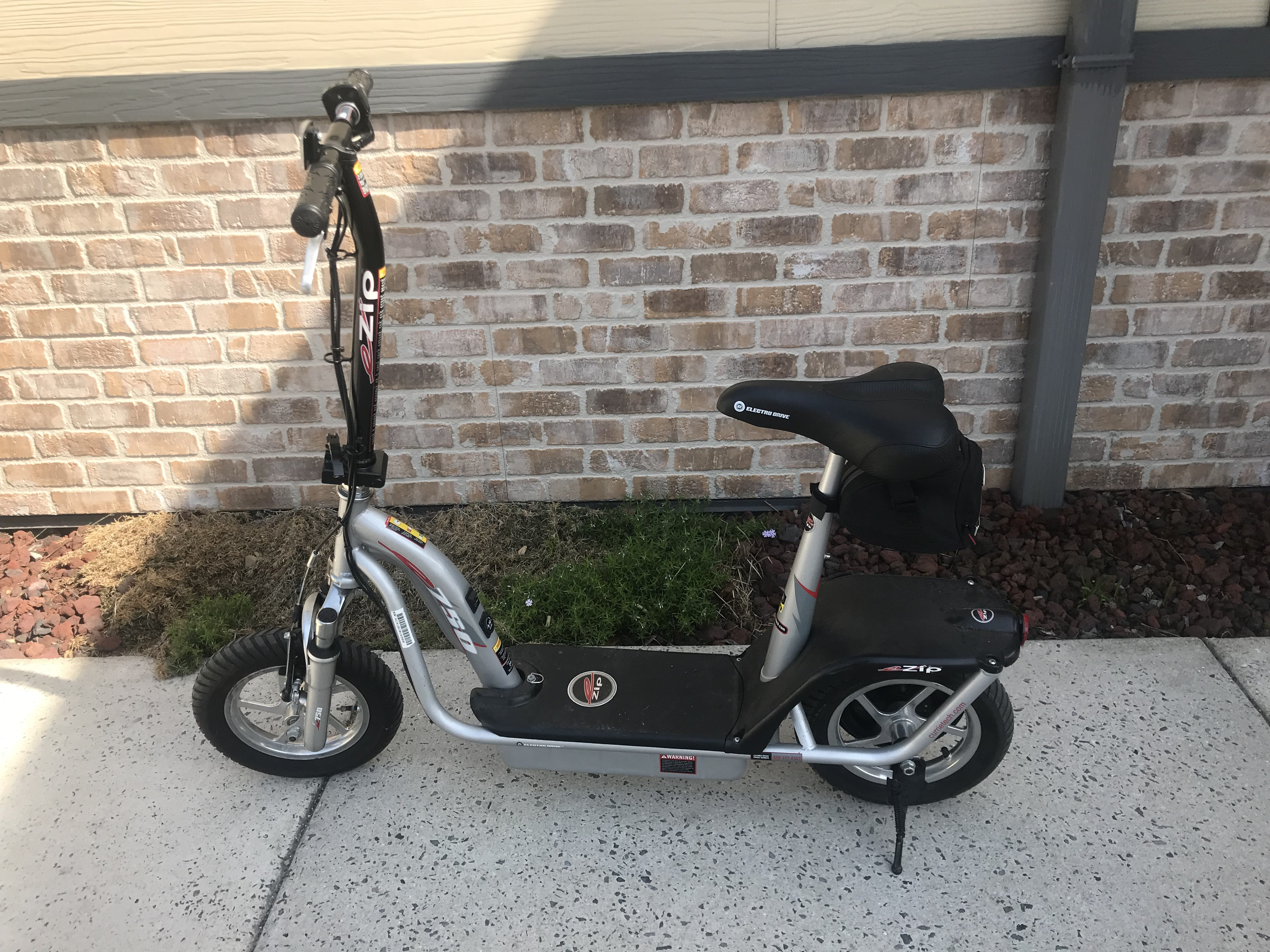 SCOOTER CURRIE TECHNOLOGIES -MODEL: EZIP 750