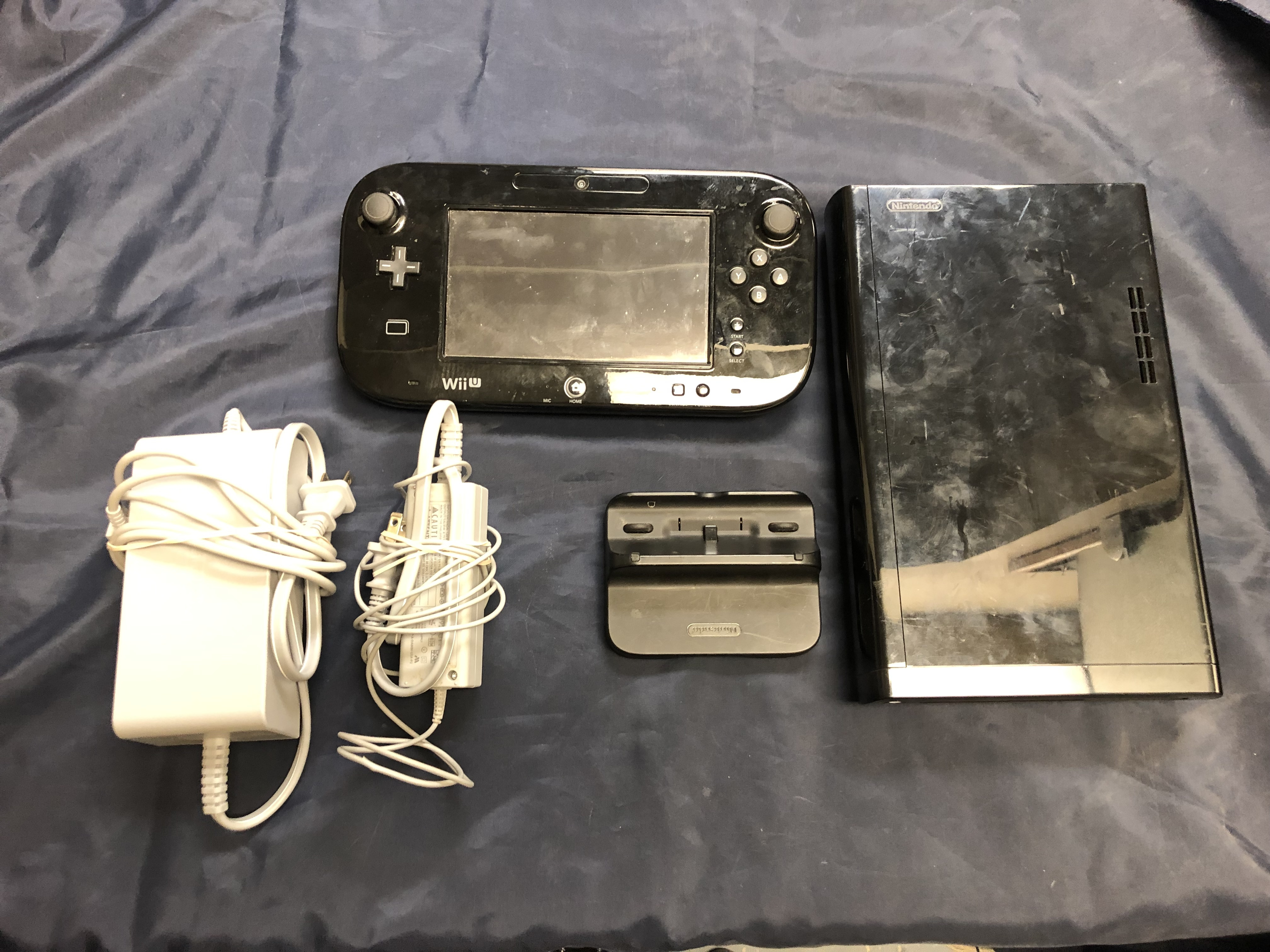 32 GB WII U CONSOLE W/ CORDS - WUP-010