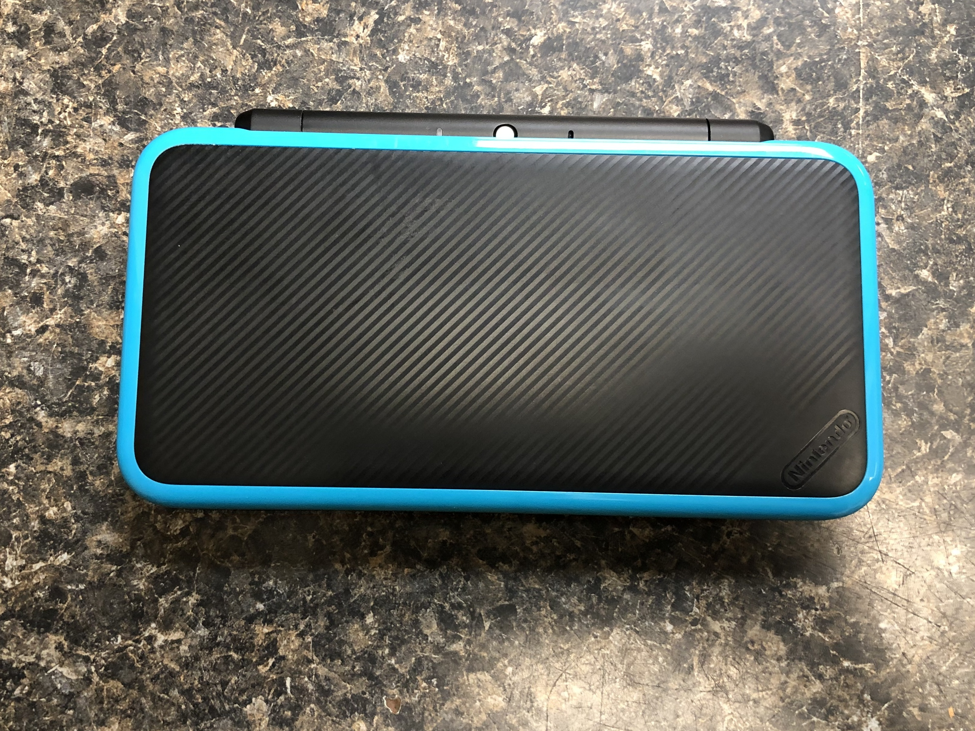 BLACK AND BLUE NINTENDO 2DS XL - JAN-001