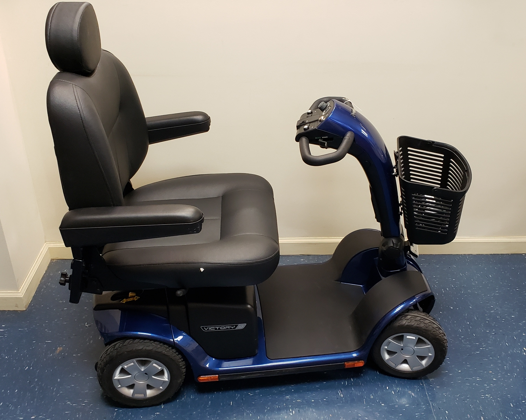 PRIDE - VICTORY 10 - 4 WHEELED HANDICAP SCOOTER