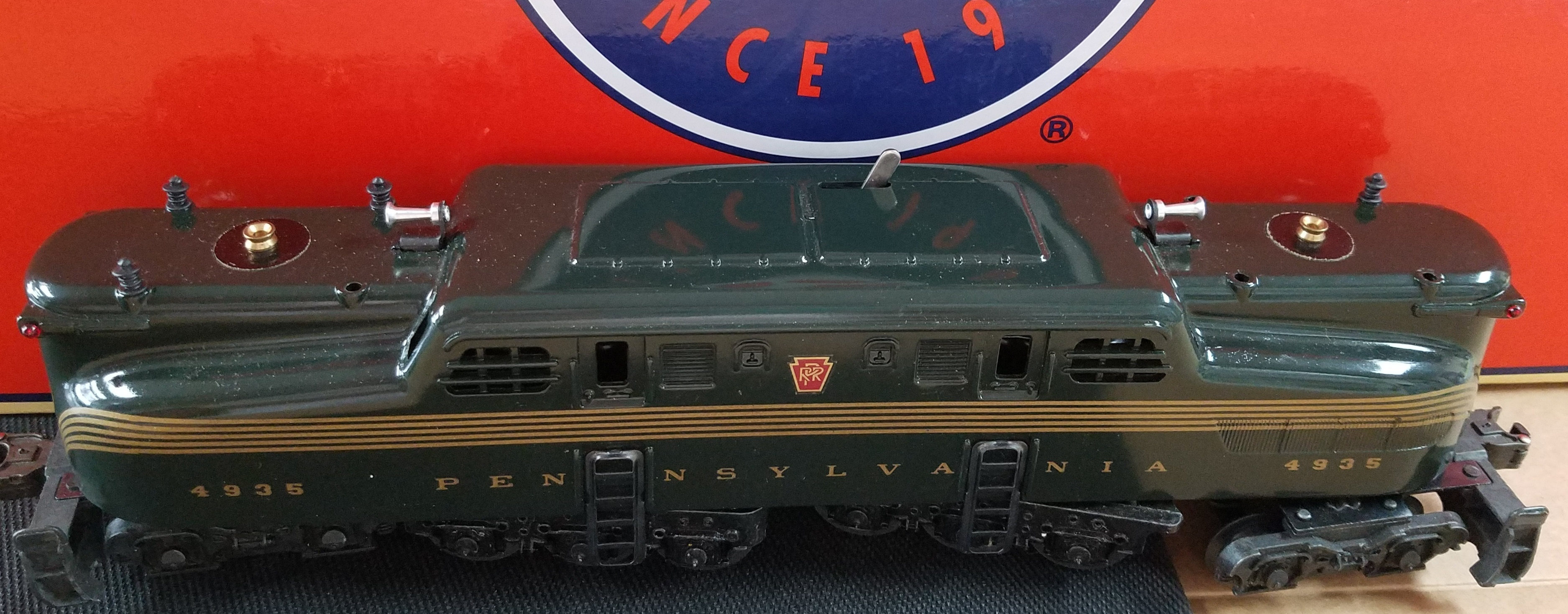 LIONEL - 6 8150 - O & 27 GAUGE GREEN STRIP PENNSYLVANIA