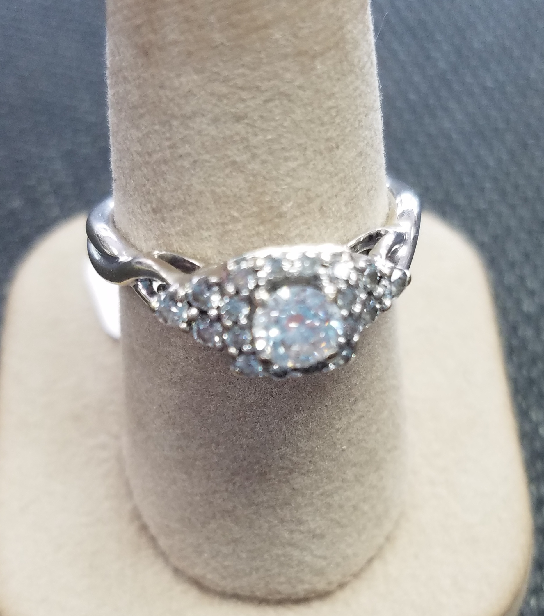 14KT WHITE GOLD APPROX .41CT ROUND DIAMOND ENGAGEMENT RING SIZE 8