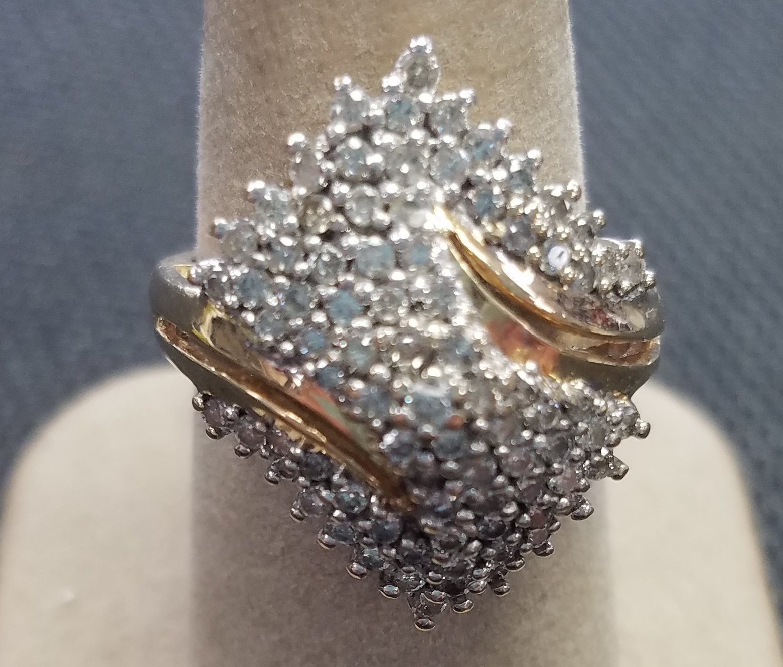 14KT YELLOW GOLD LARGE DIAMOND CLUSTER RING