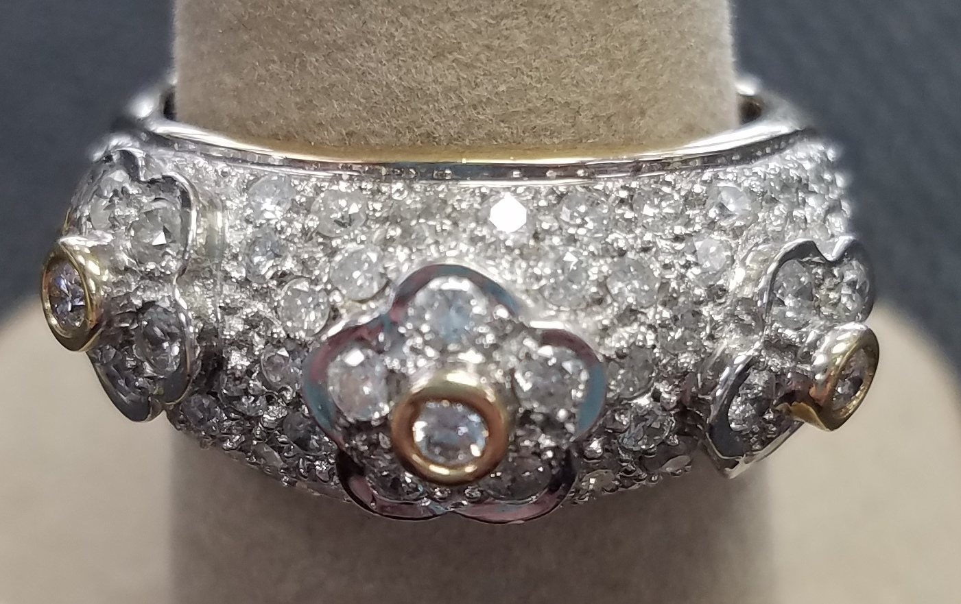14KT WHITE GOLD SIZE 8 WITH CLUSTER DIAMONDS AND THREE FLOWER DESIGN ACROSS